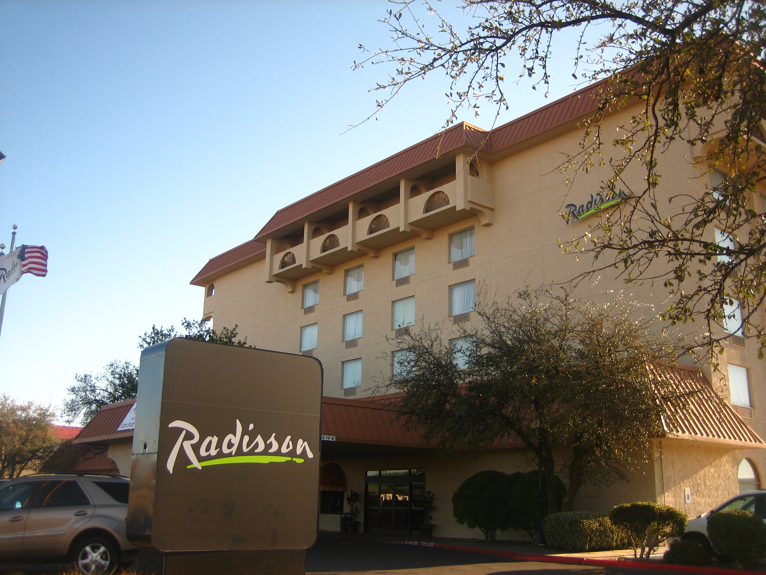 file radisson hotel in lubbock tx img 0196 jpg wikipedia. Black Bedroom Furniture Sets. Home Design Ideas