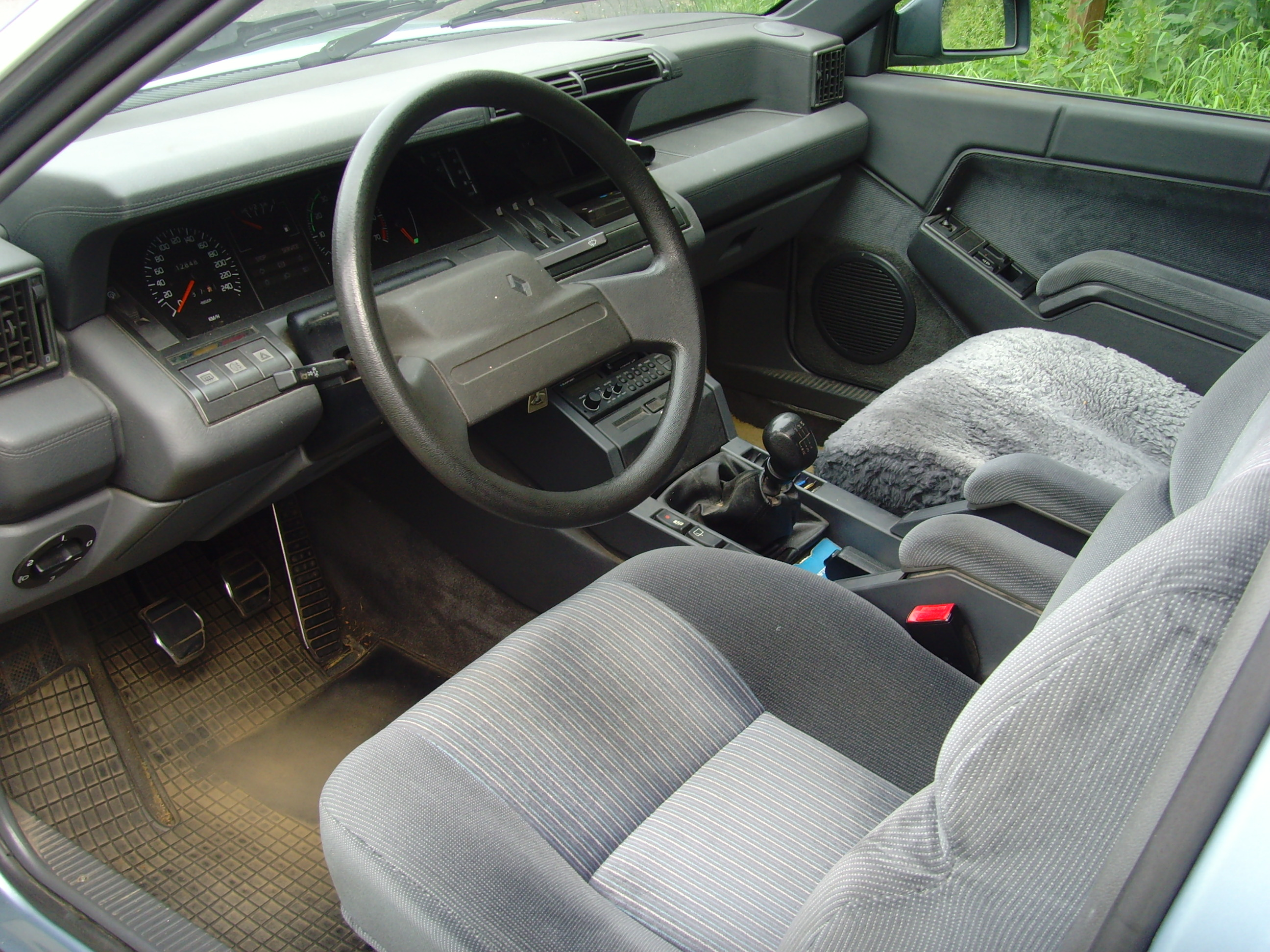 File renault 25 ti wikimedia commons for Renault 9 interieur