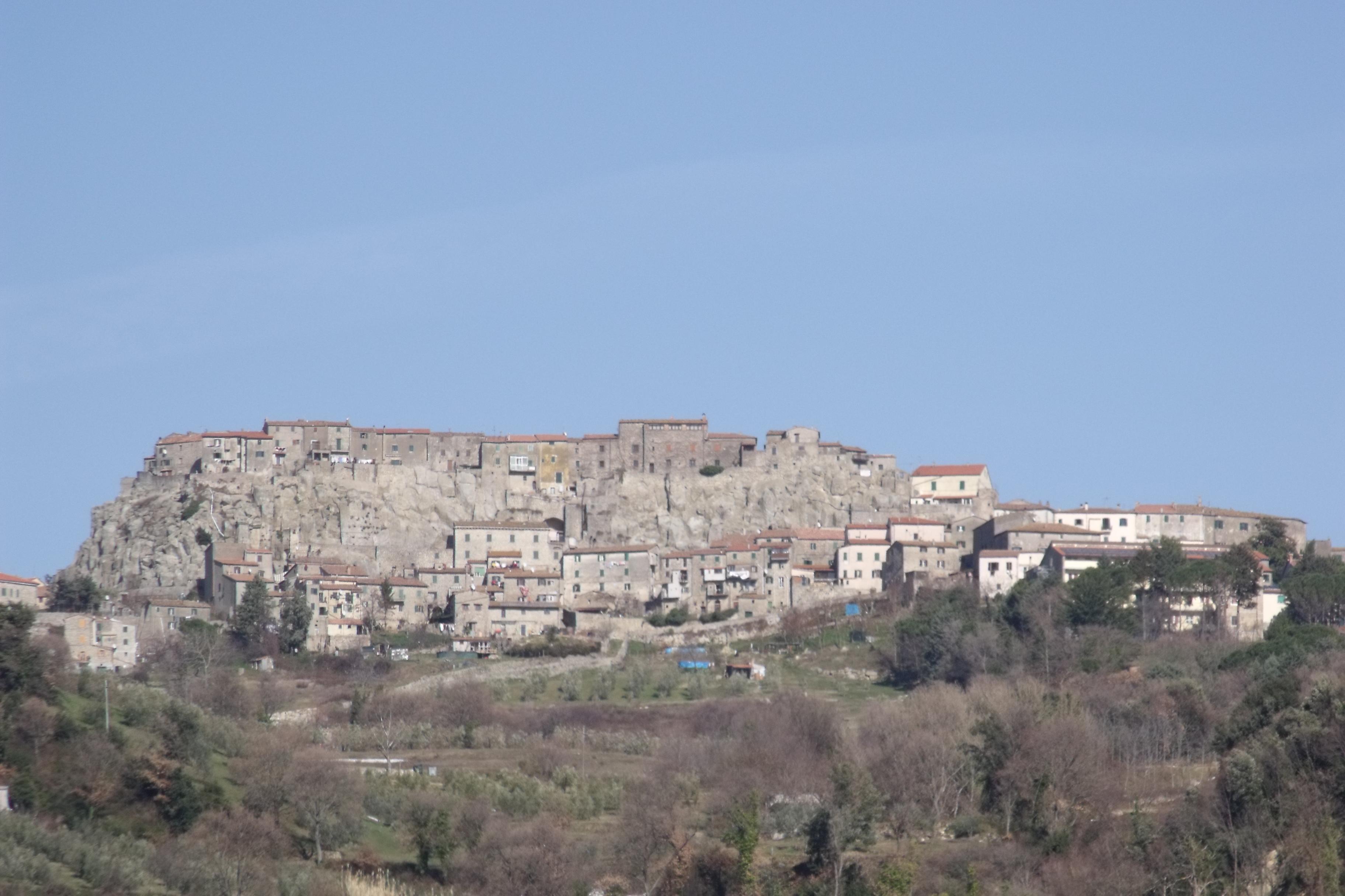 RoccastradaPanorama1.JPG