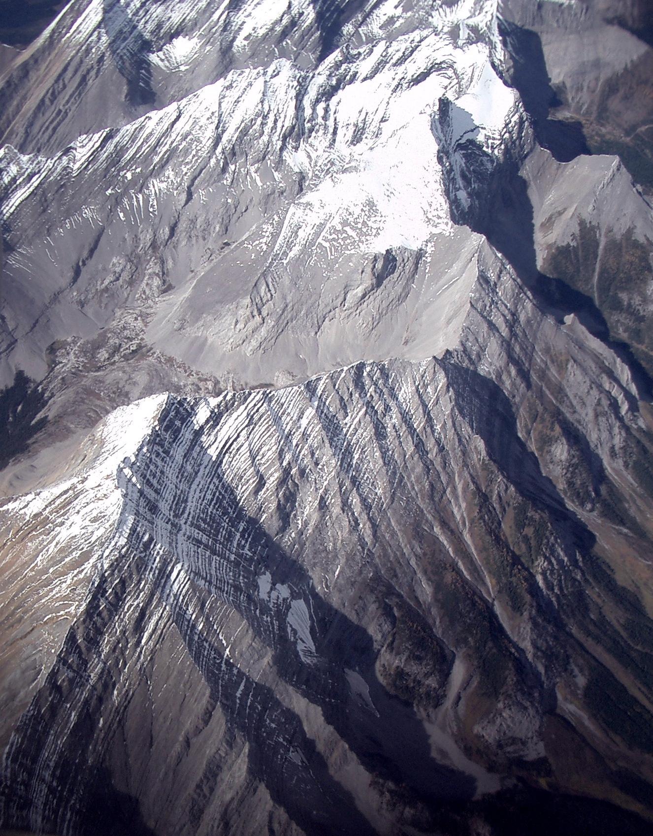 Datoteka rocky mountains with snow stripes