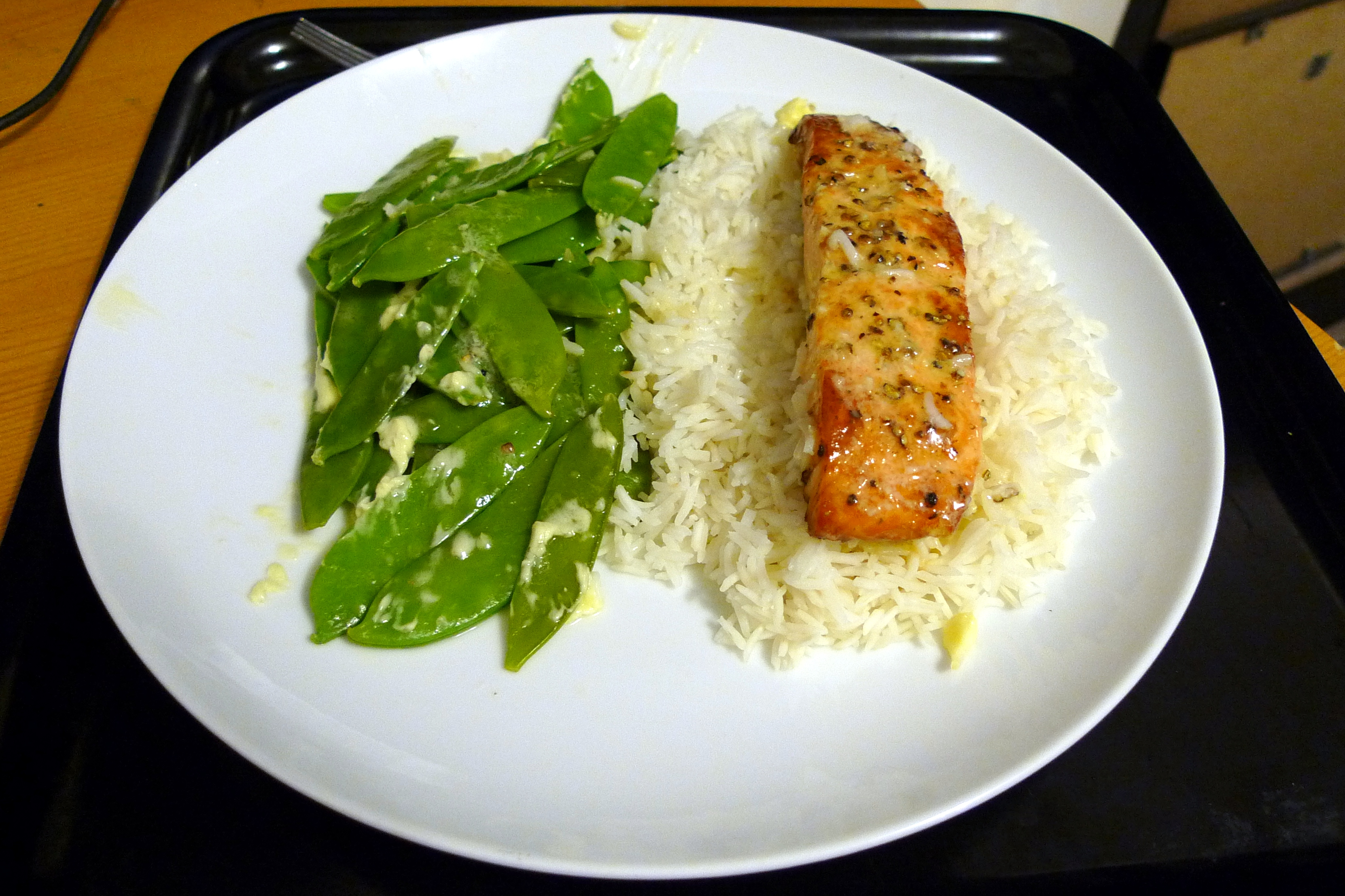 http://upload.wikimedia.org/wikipedia/commons/e/eb/Salmon_with_Lime_%26_Garlic_Butter_(4437041010).jpg