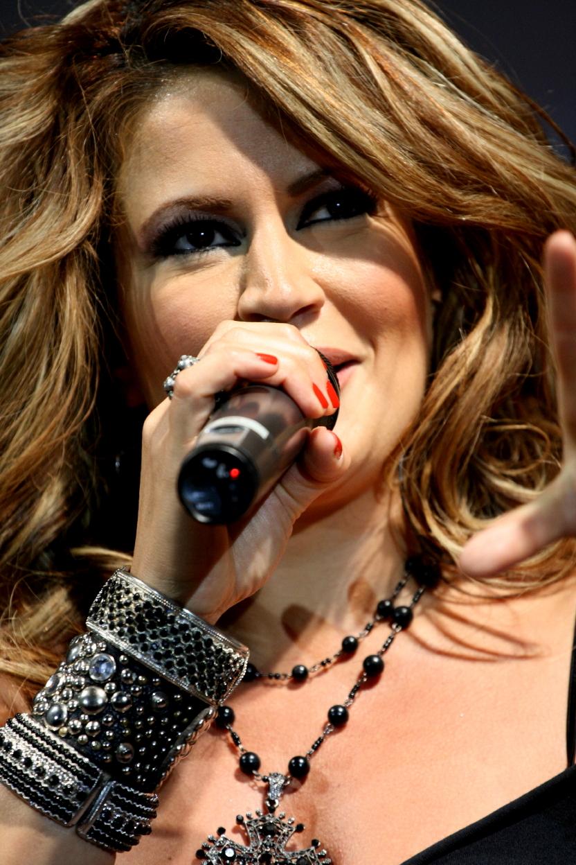 آهنگ جدید خواننده زن باران