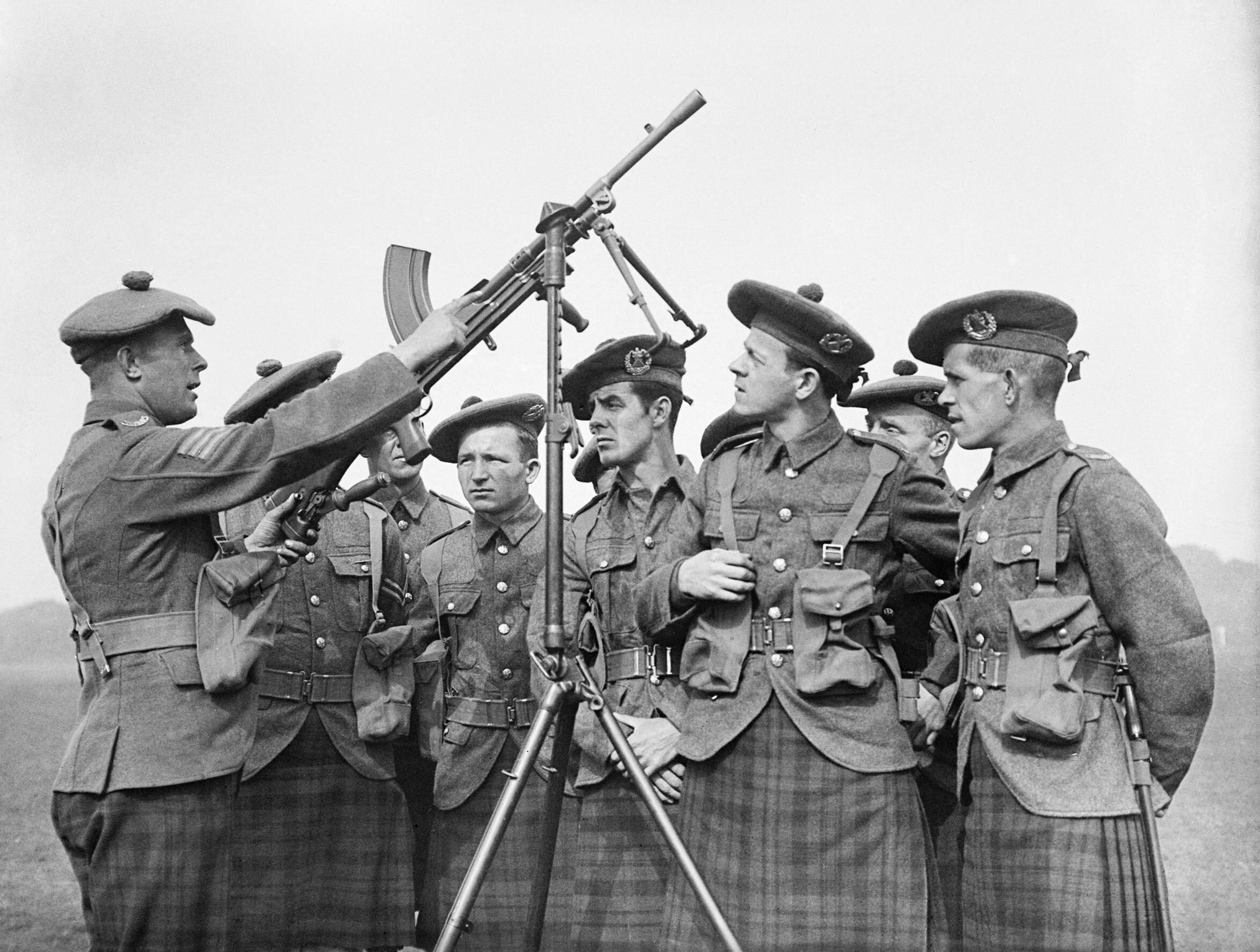 Soldiers of the 1st Battalion Cameron Highlanders receive instruction on a Bren gun fitted on an anti-aircraft mounting at Aldershot, 1939. H655.jpg