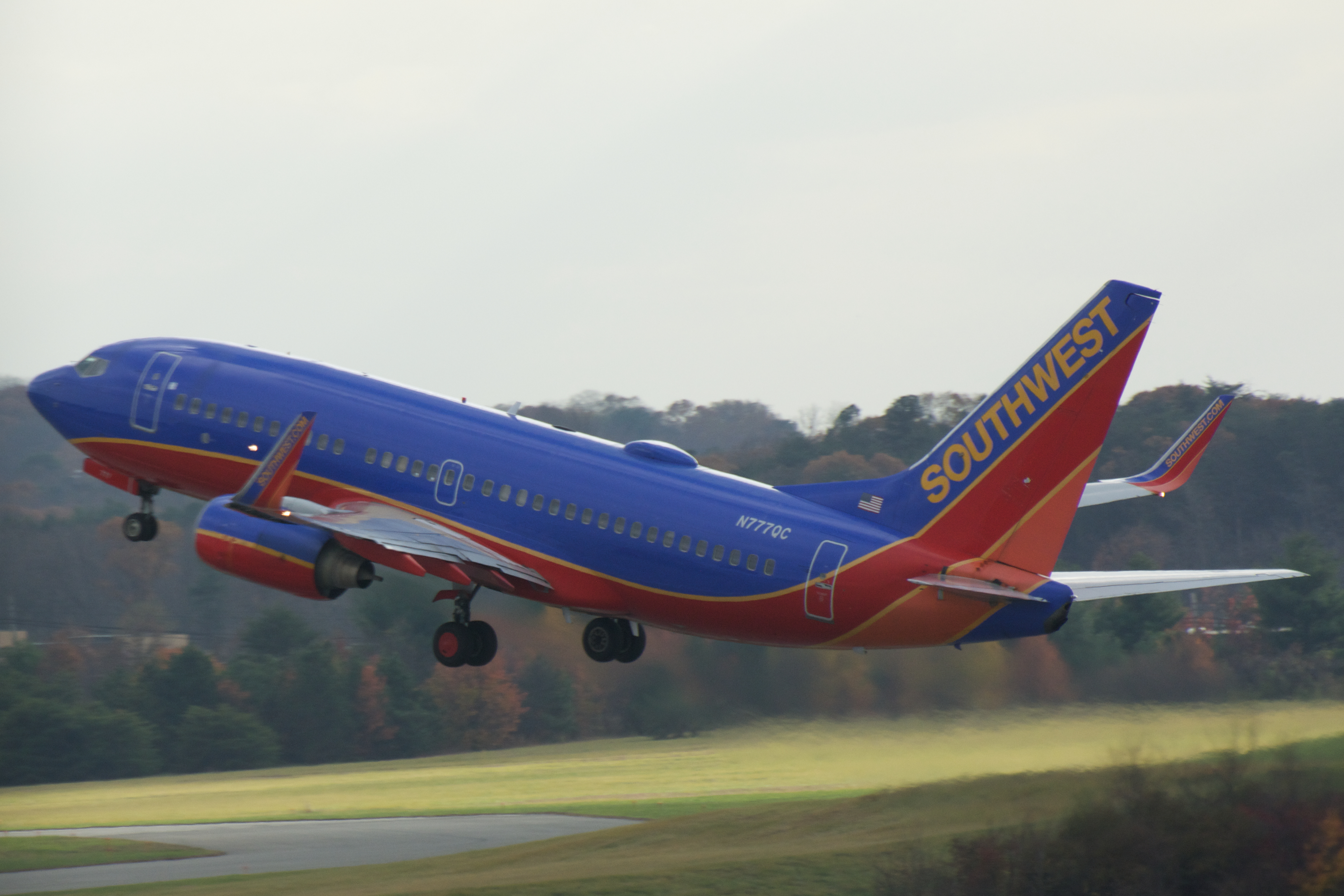 south wes air lines problems alternatives Technology issues in southwest airlines that started sunday morning are continuing according to official statement, these are affecting in-airport customer service tech systems across its online platforms.