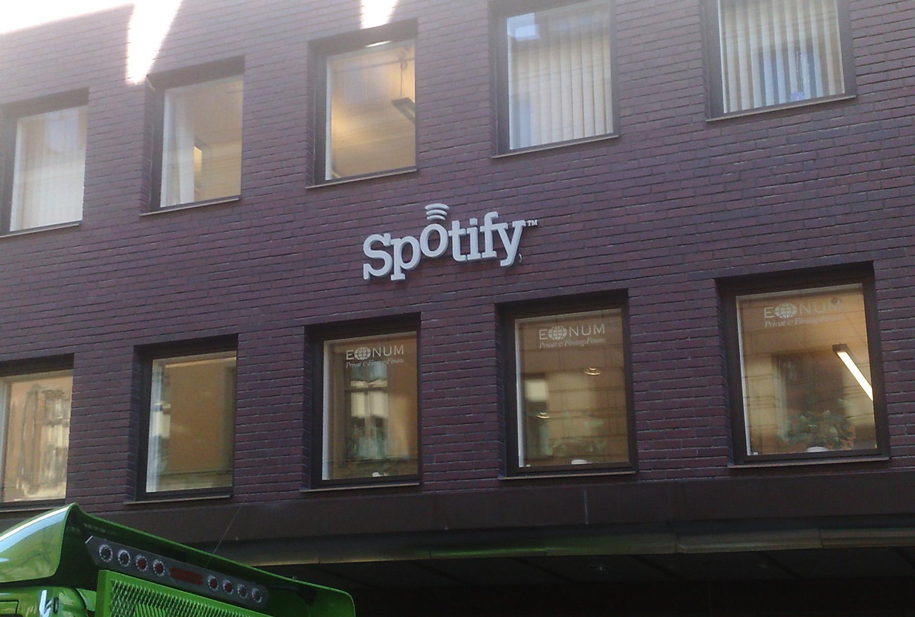 spotify not downloading offline playlists