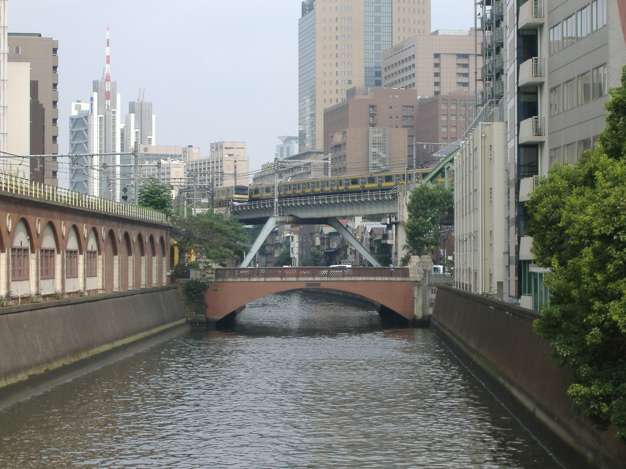 https://upload.wikimedia.org/wikipedia/commons/e/eb/Syouheibashi_bridge%282%29.JPG