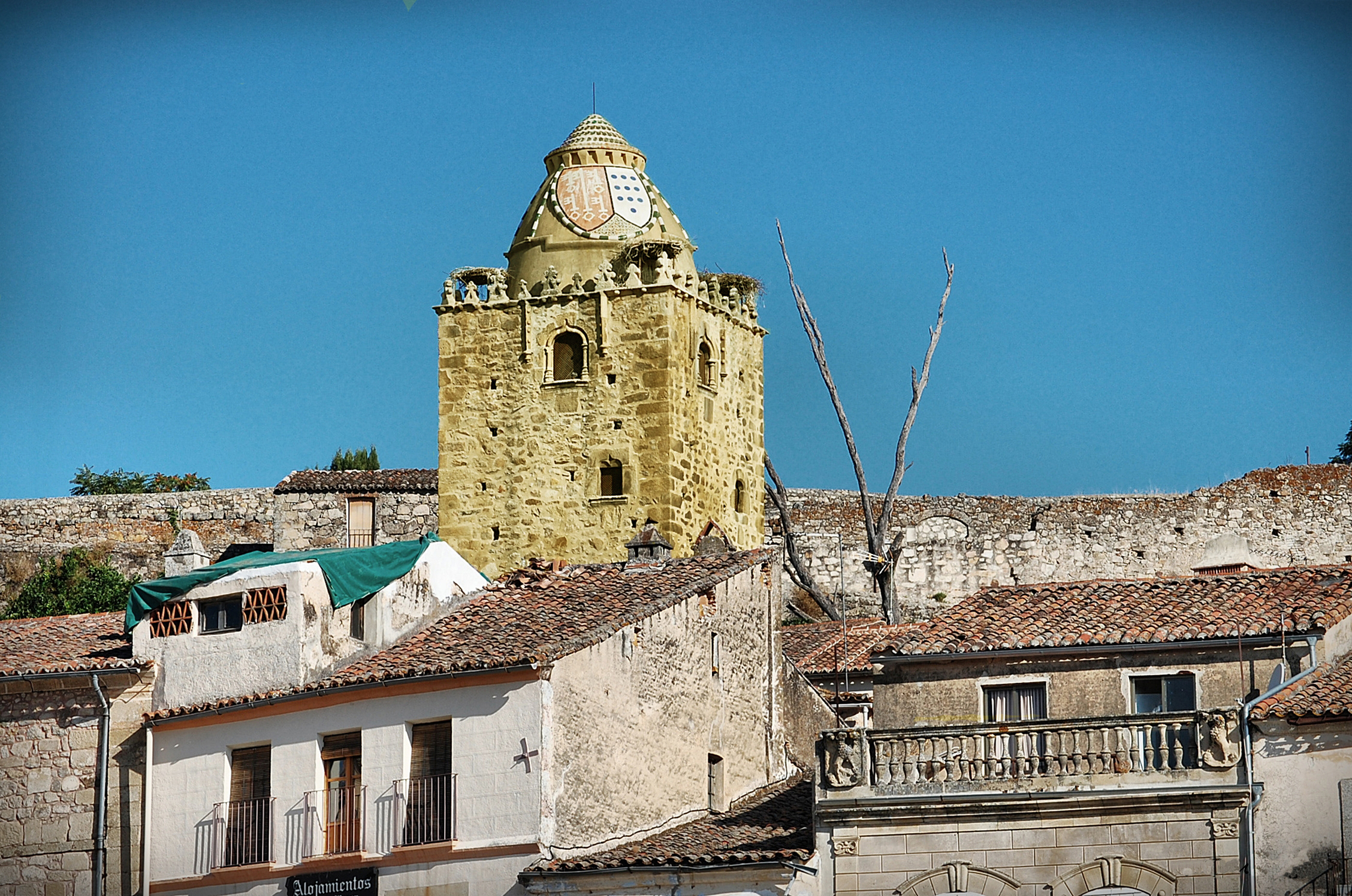 File torre del alfiler casa de la wikimedia commons - Casa de la cadena ...