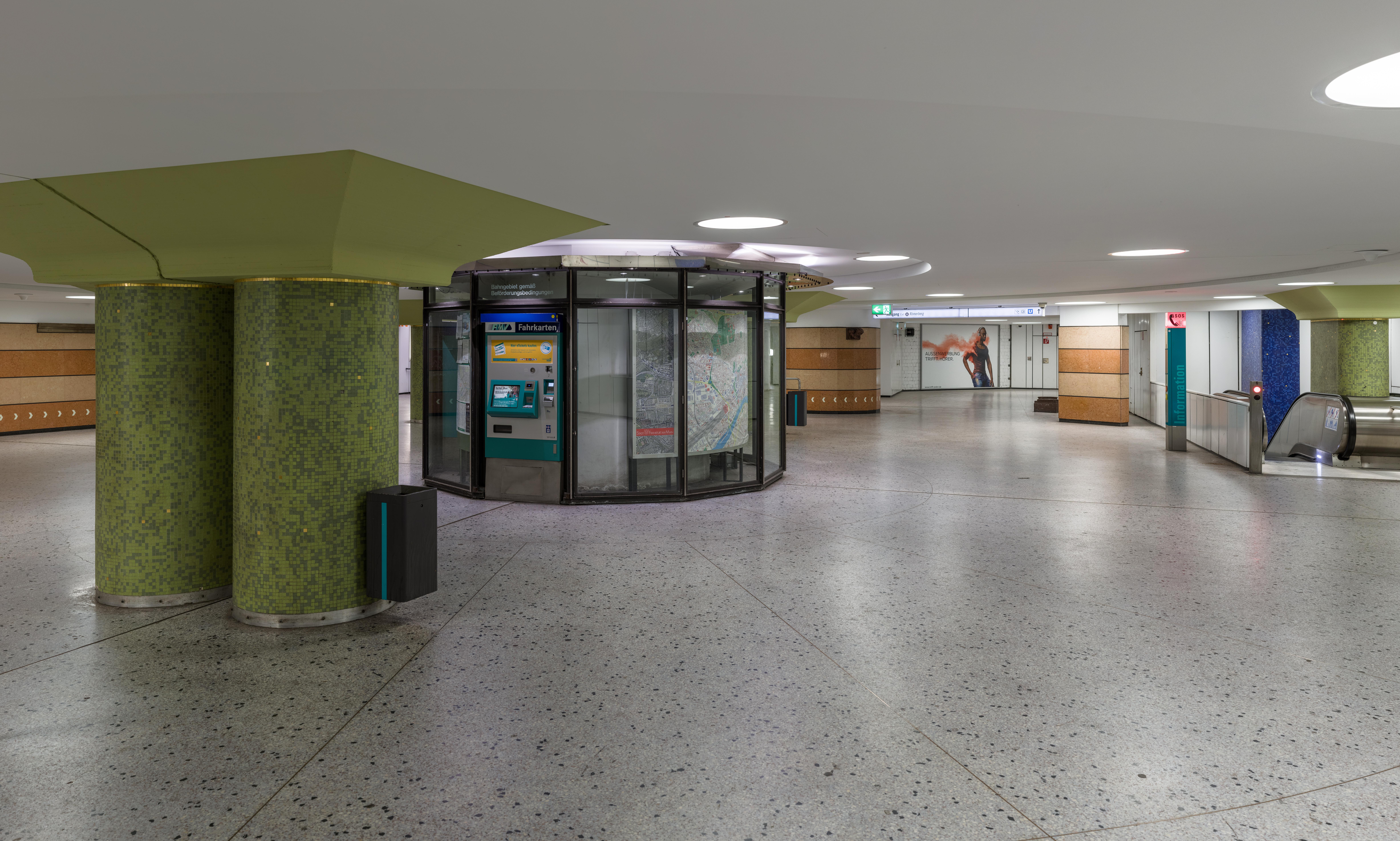 Datei:U-Bahnhof Dom-Römer, Frankfurt, Mezzanine 20190914 1 ...