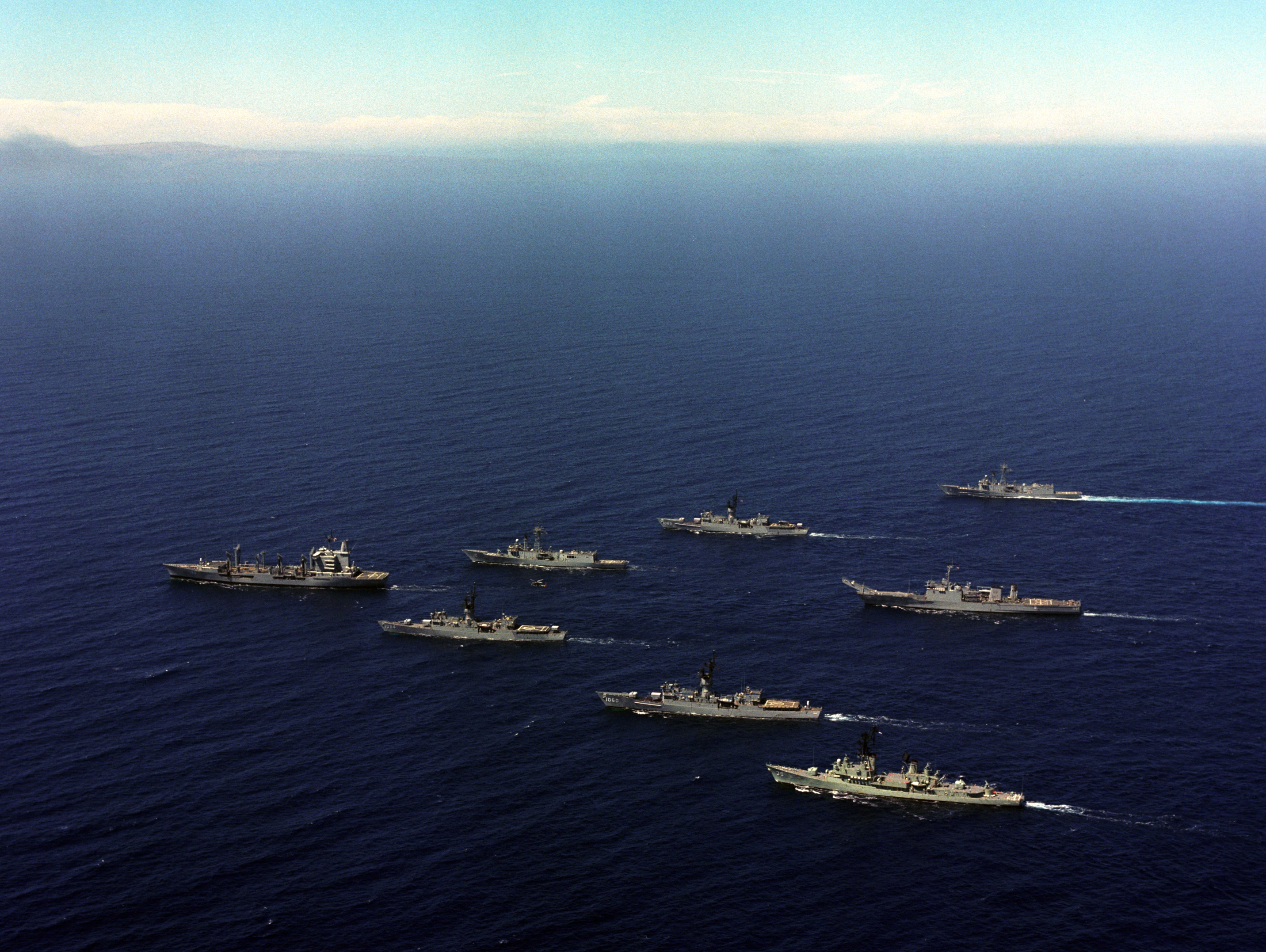 File Us Navy Ships In Parade Formation C1987 Jpeg