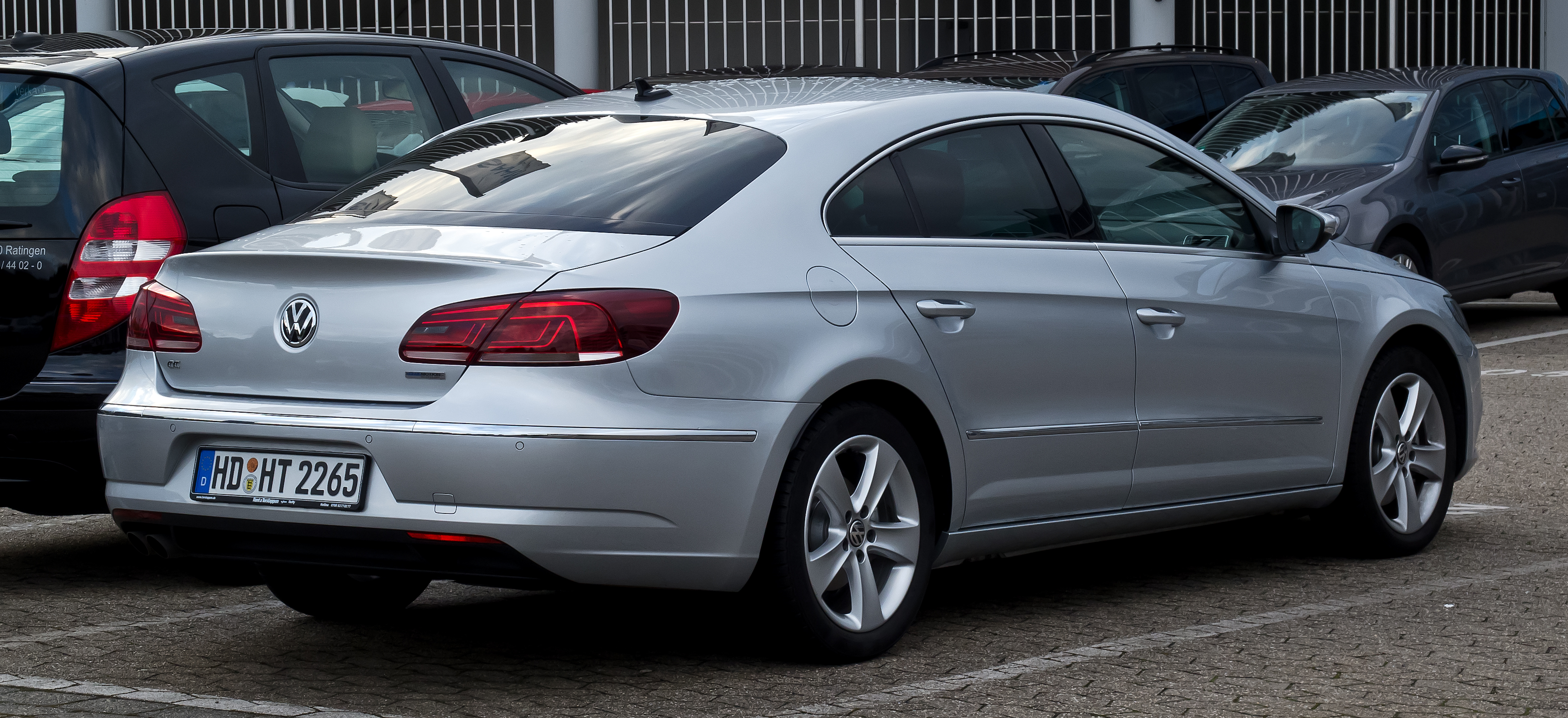 File:VW CC 2.0 TDI BlueMotion Technology (Facelift ...