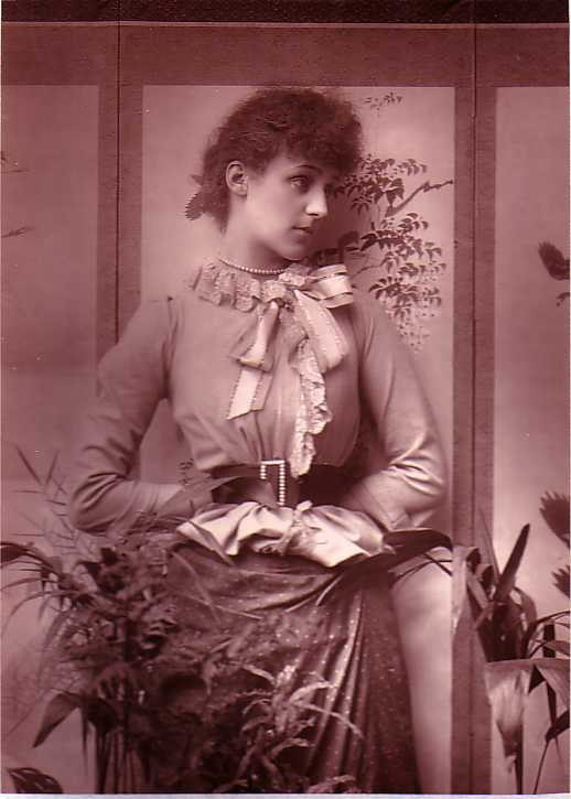 Виолет Мэннерс на фотографии работы Герберта Барро, 1880-е