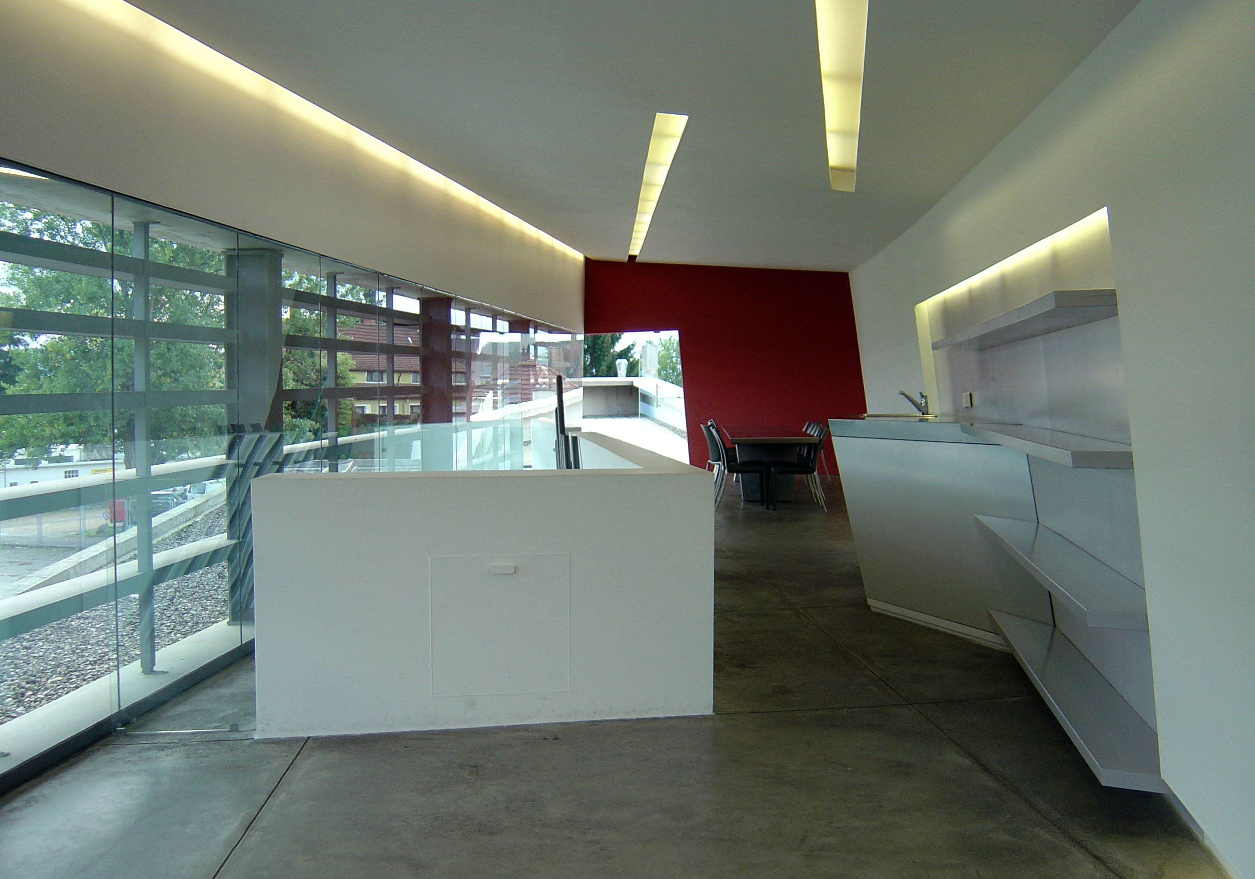File vitra fire station upper level interior 1 zaha for Interior design wikipedia