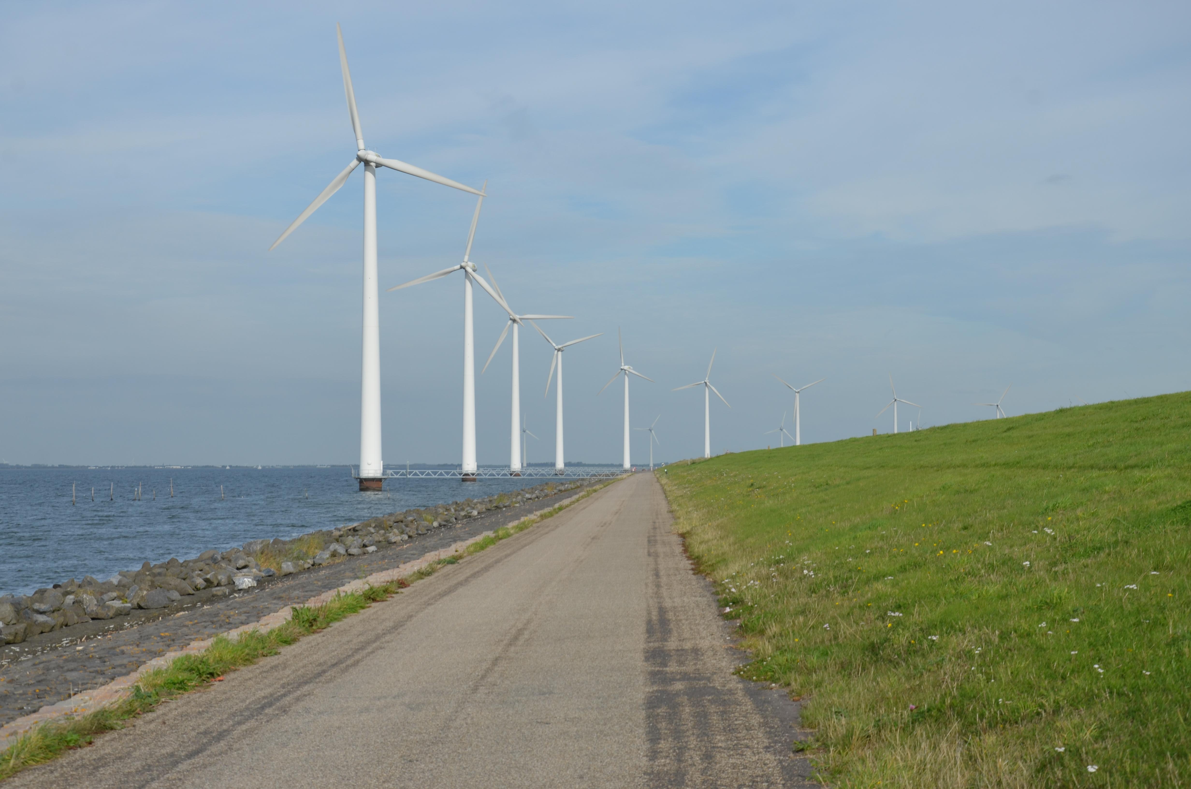 File:Wind park A6 Flevoland 1.jpg