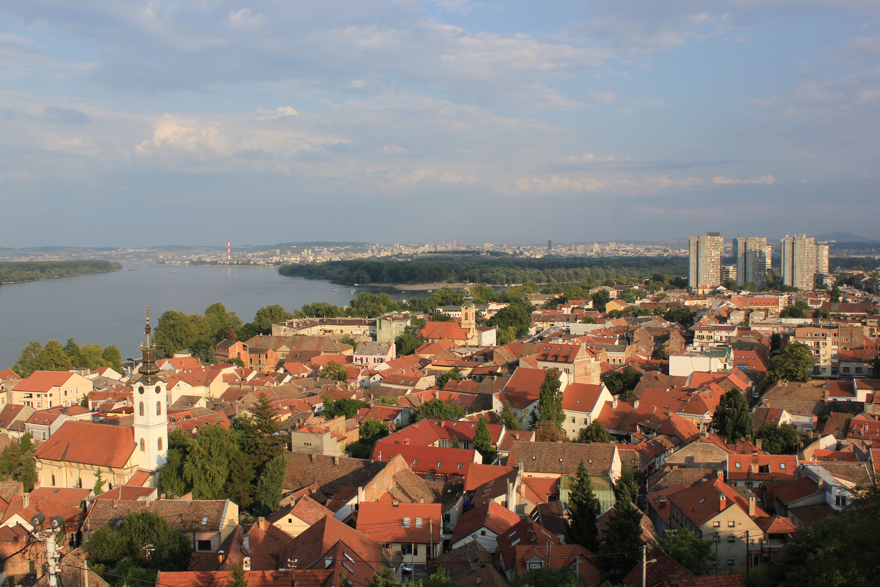 https://upload.wikimedia.org/wikipedia/commons/e/eb/Zemun_View_3.JPG