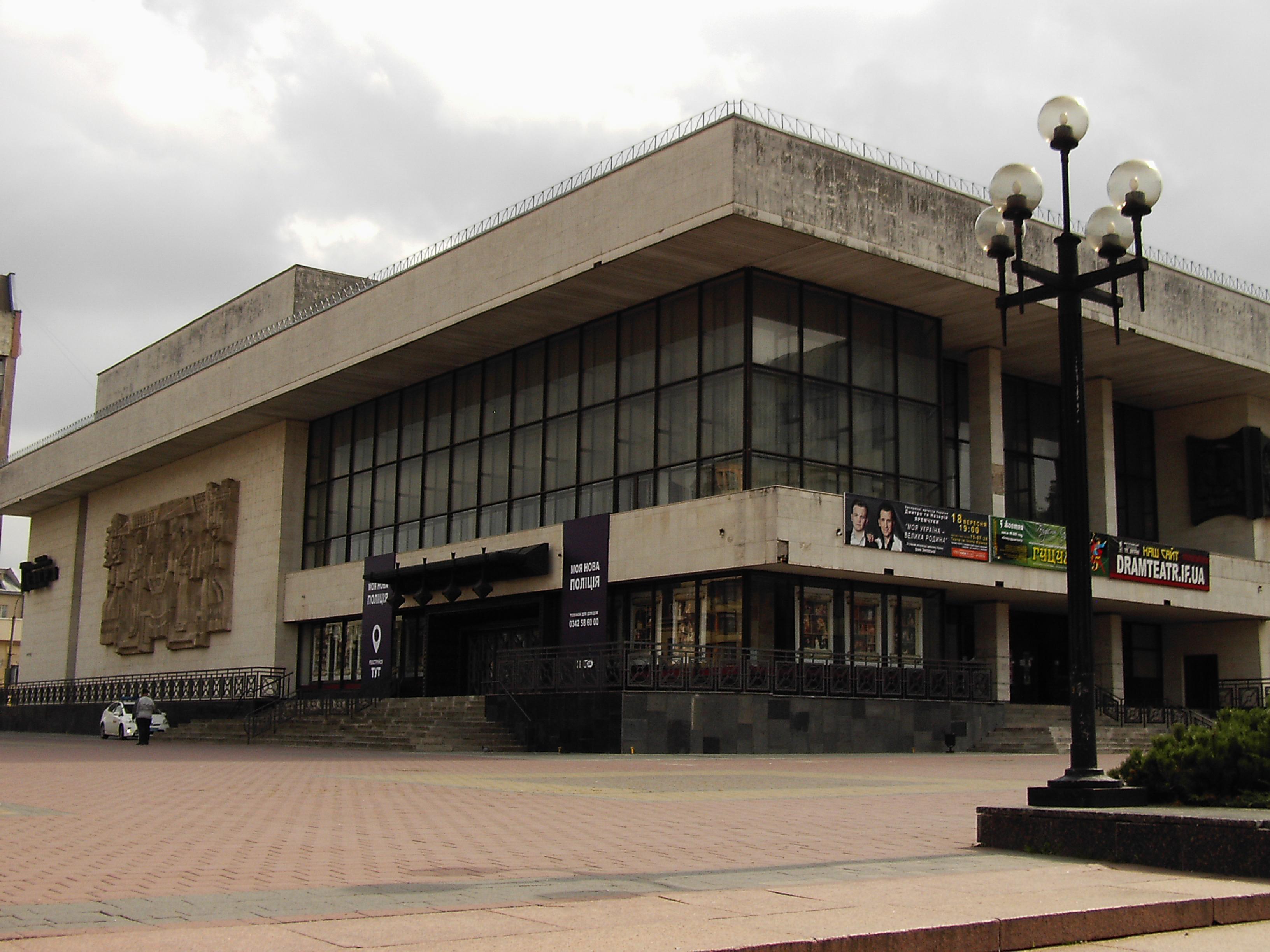Драмтеатр оприлюднив афішу на перший місяць нового театрального сезону