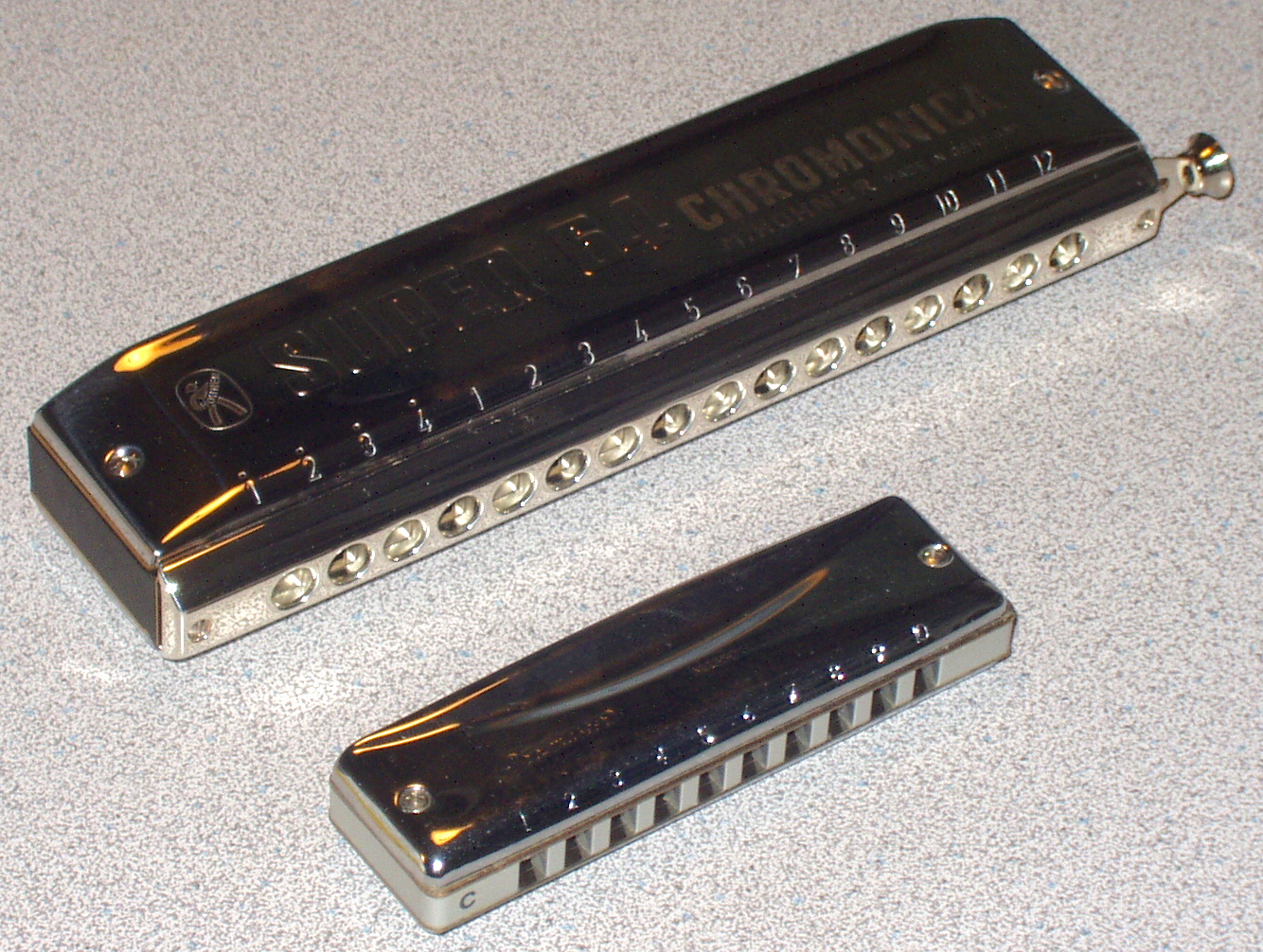 external image 16-hole_chrom_10-hole_diatonic.jpg