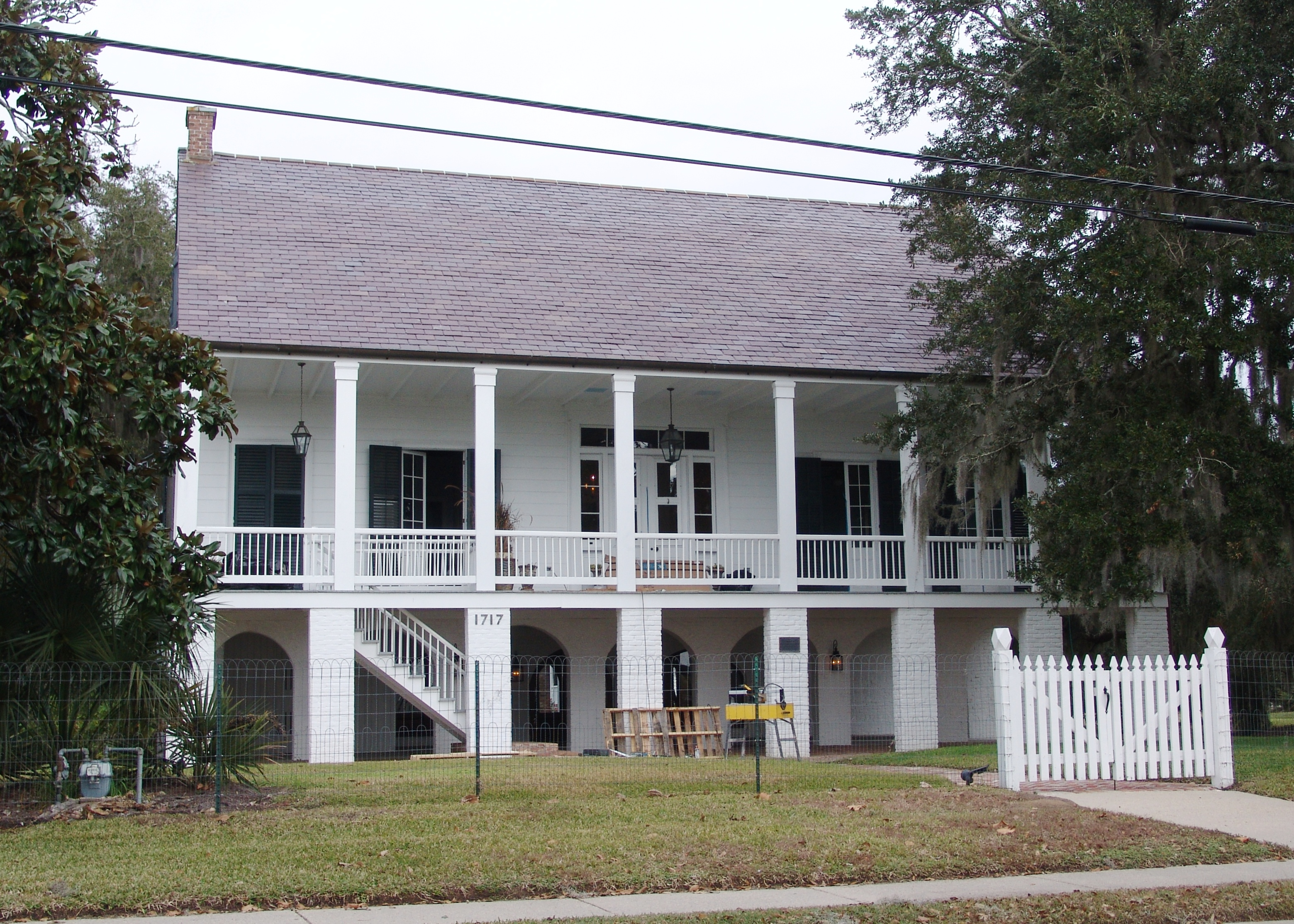 File 1840 moore house raised creole cottage overlooking for Cajun cottages