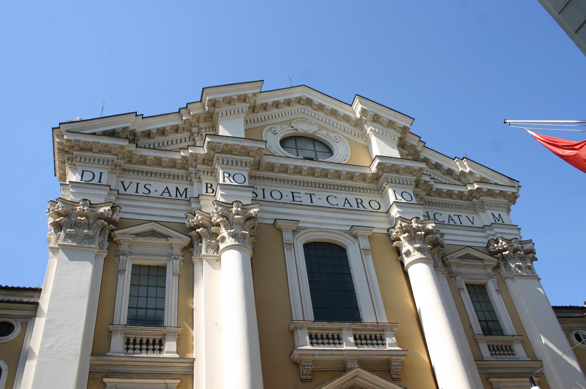 File 8334 roma san carlo al corso facciata foto for Corso grafica roma