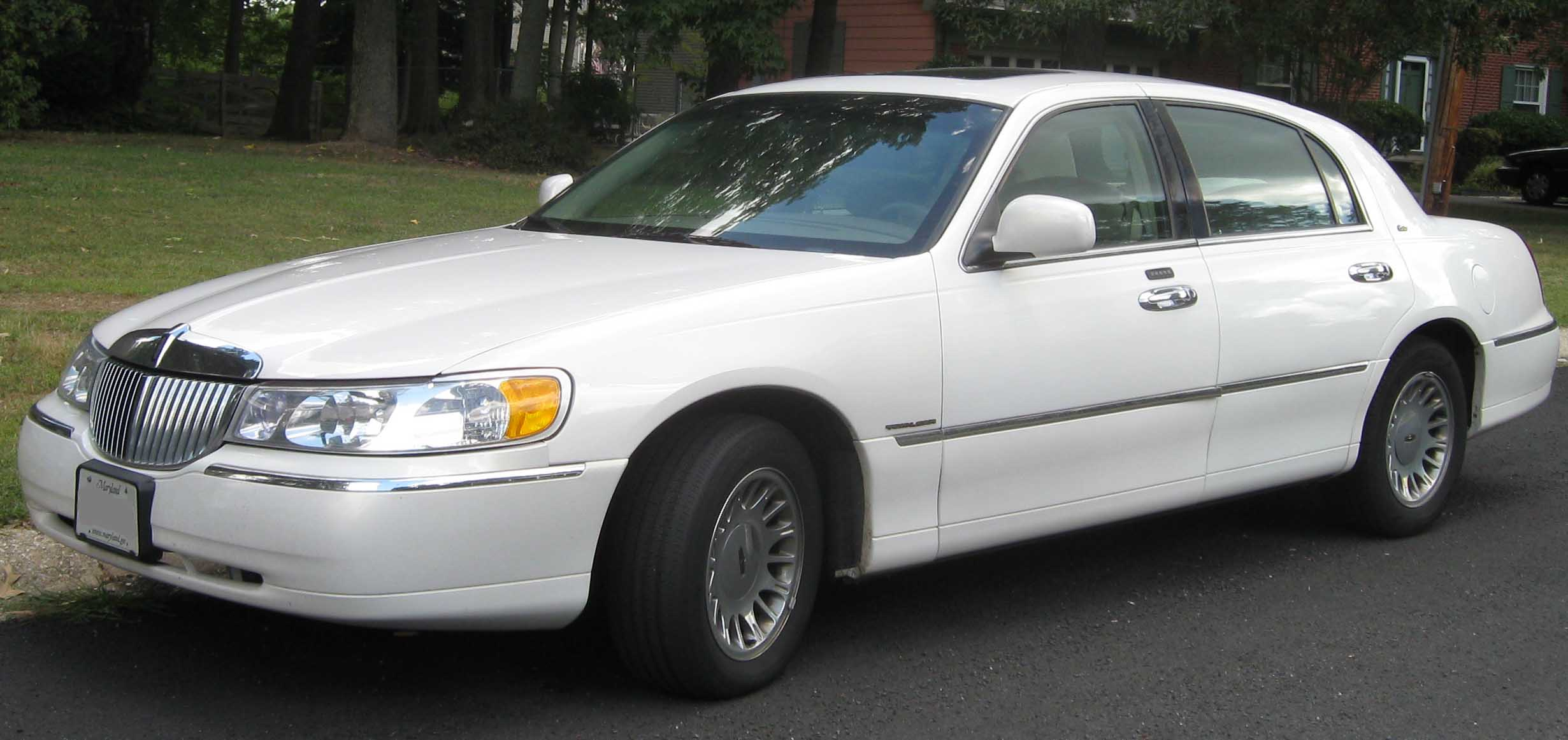 File 98 02 Lincoln Town Car Cartier Jpg Wikimedia Commons