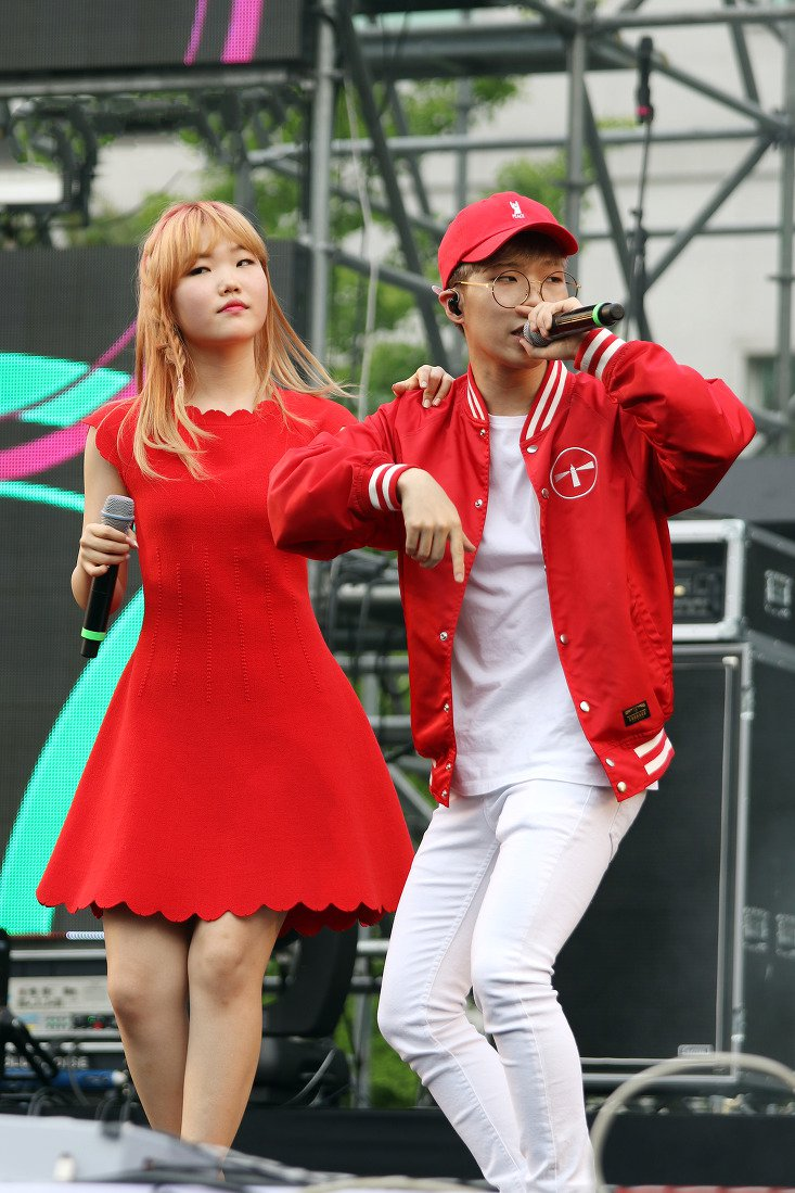 Picture of a band or musician: Akmu
