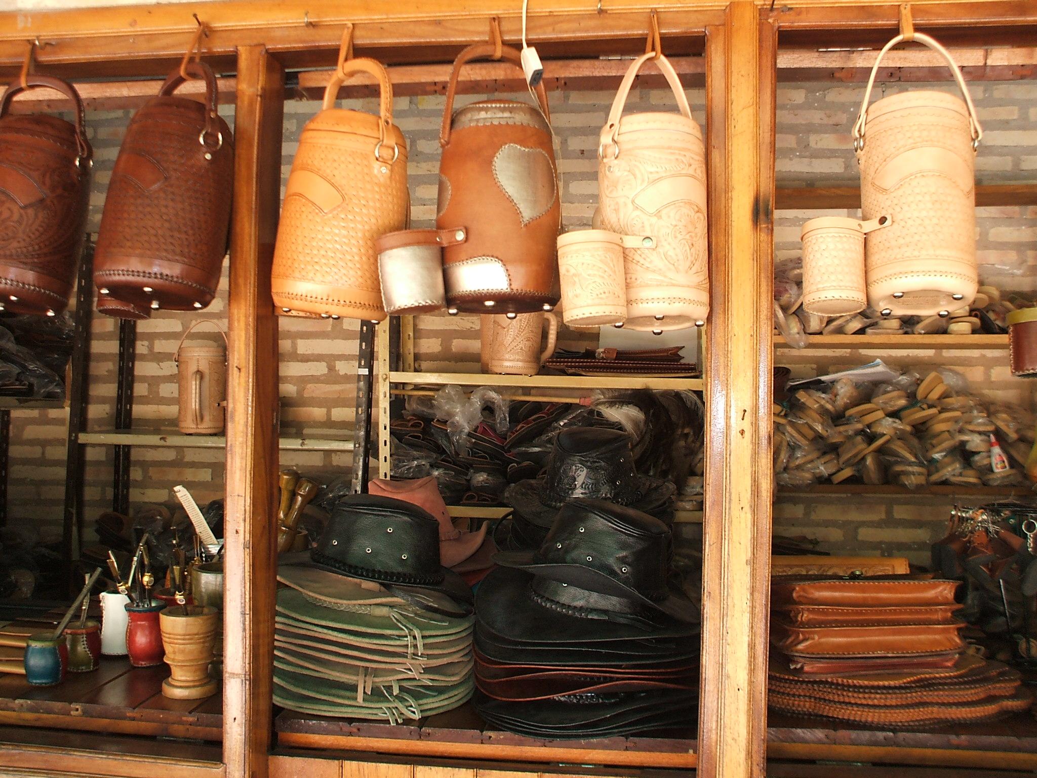 Fileartesanía En Cuero Atyra1jpg Wikimedia Commons