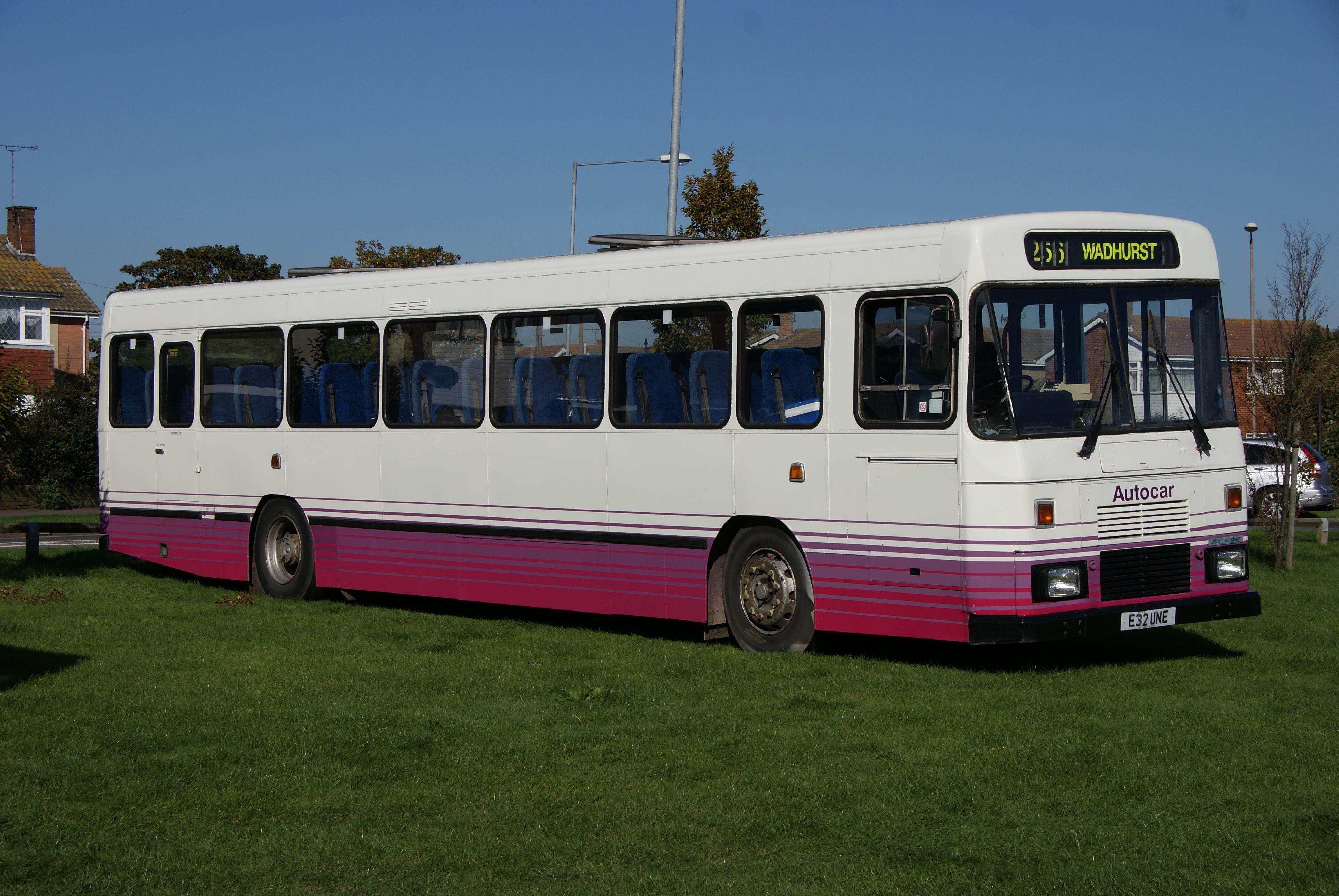 File Autocar Bus E32 Une 2017 Castle Point Transport Museum Show