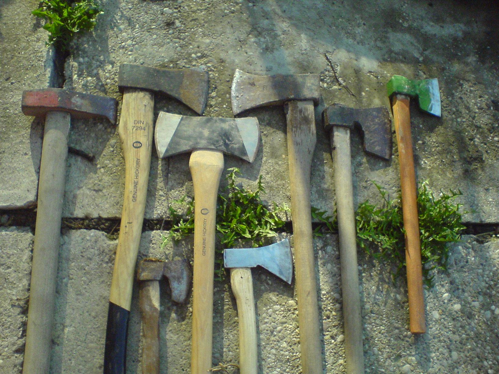 sjekira, alat bez kojeg se ne moze Axes