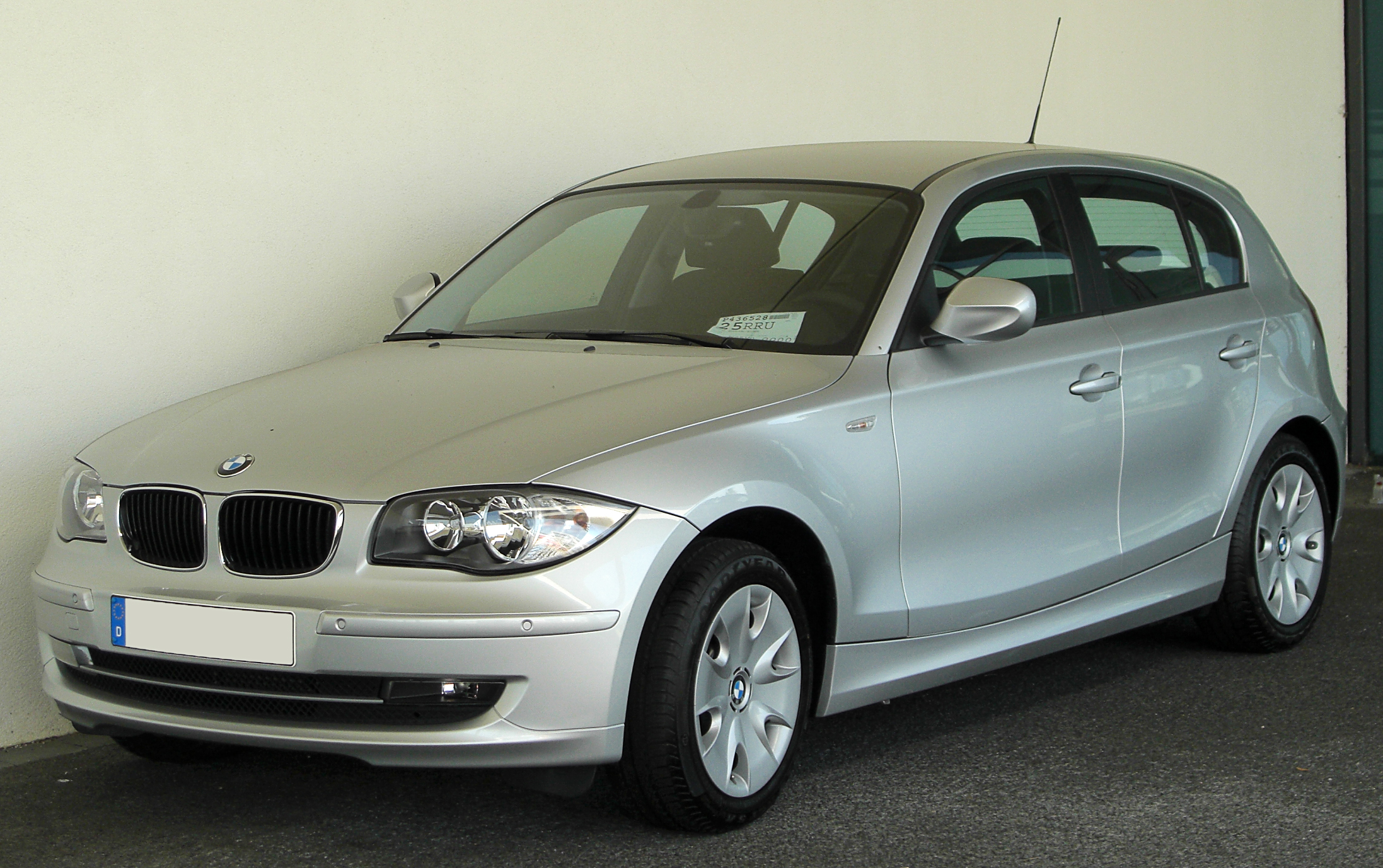 datei bmw 1er e87 facelift front wikipedia. Black Bedroom Furniture Sets. Home Design Ideas