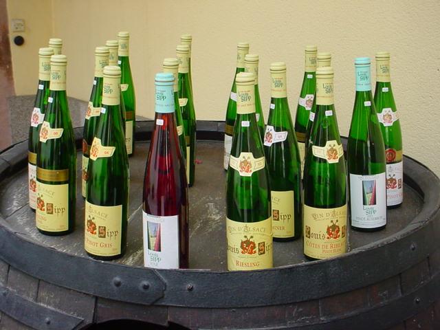 File:Bouteilles Alsace.jpg