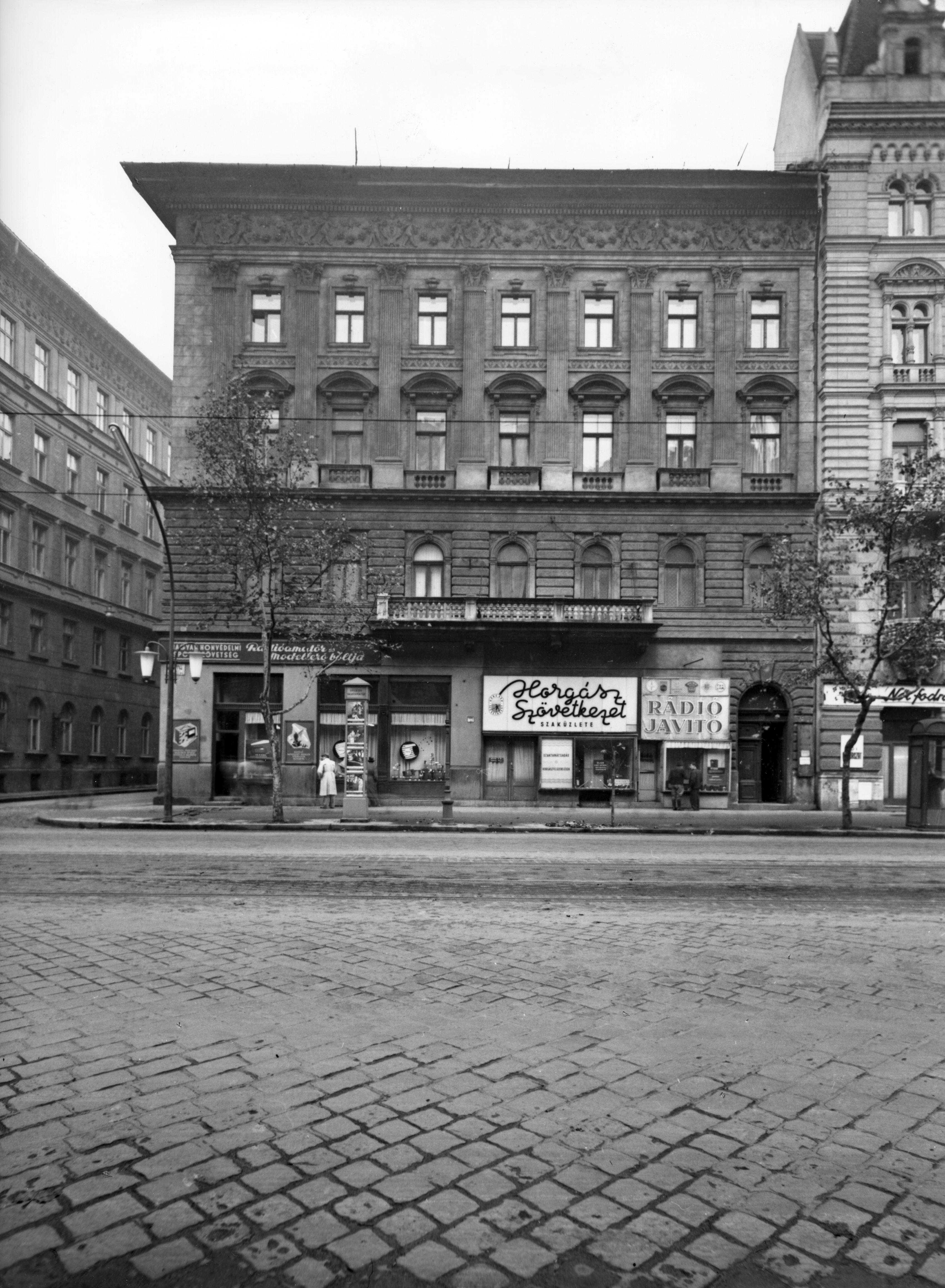 (forrás  Budapest régi képeken - Rácz Tibor) 67eb43d401