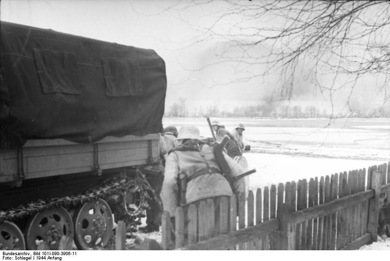 File:Bundesarchiv Bild 101I-090-3906-11, Russland, Raupenschlepper, angehängte Kanone.jpg