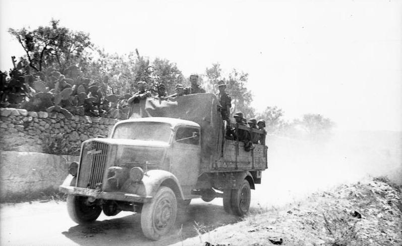 Datei:Bundesarchiv Bild 101I-303-0554-24, Italien, Soldaten auf LKW Opel-Blitz.jpg