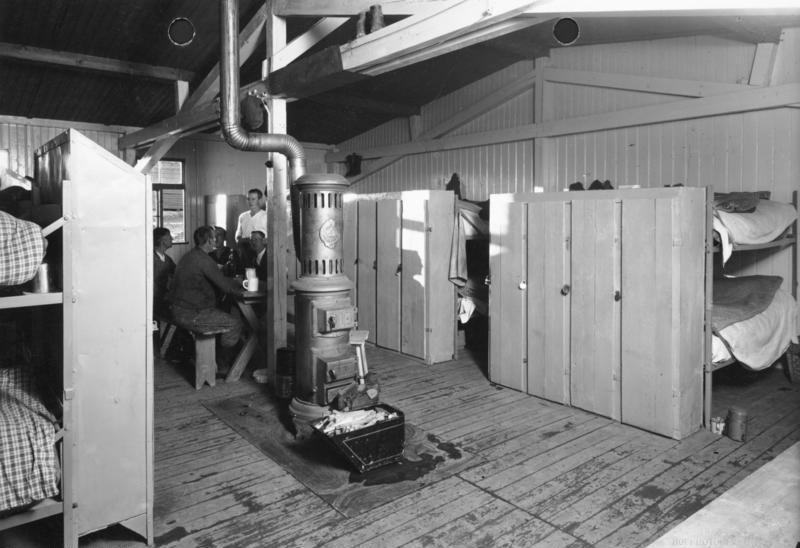 Bundesarchiv Bild 146-1984-075-22, Reichsautobahnbau, Wohnraum im Lager