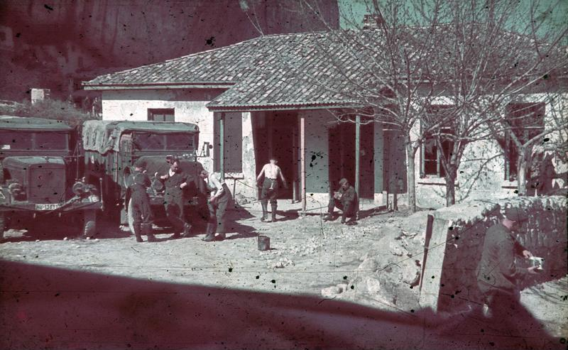 File:Bundesarchiv N 1603 Bild-102, Russland, Krim, Unterkunft.jpg