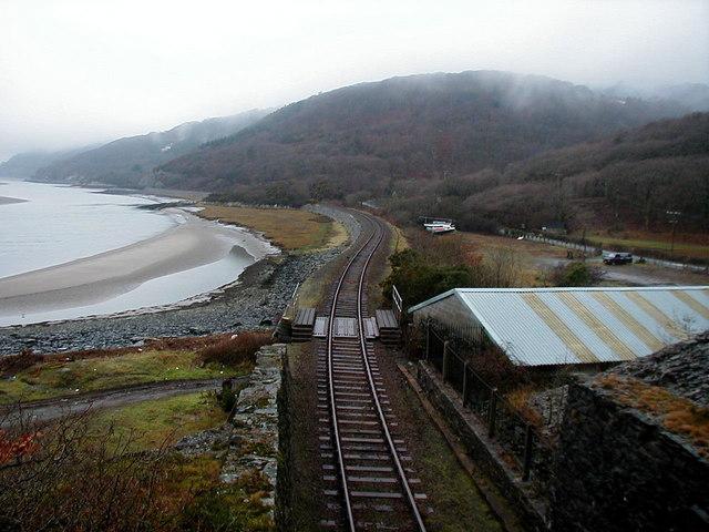 Cambrian_Coast_Railway_-_geograph.org.uk_-_214756.jpg