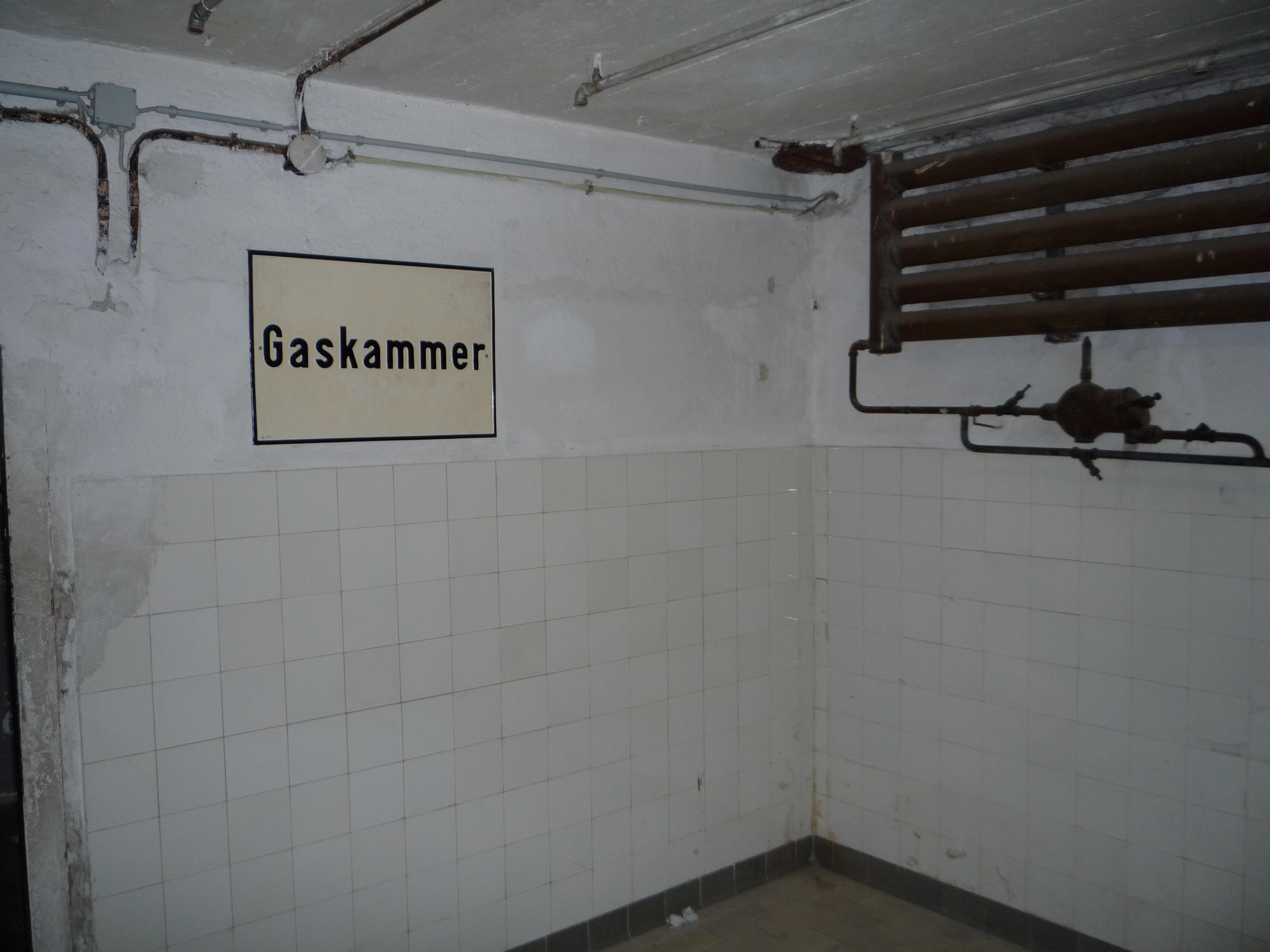 File chambre gaz du camp de concentration de mauthausen for Auschwitz chambre a gaz