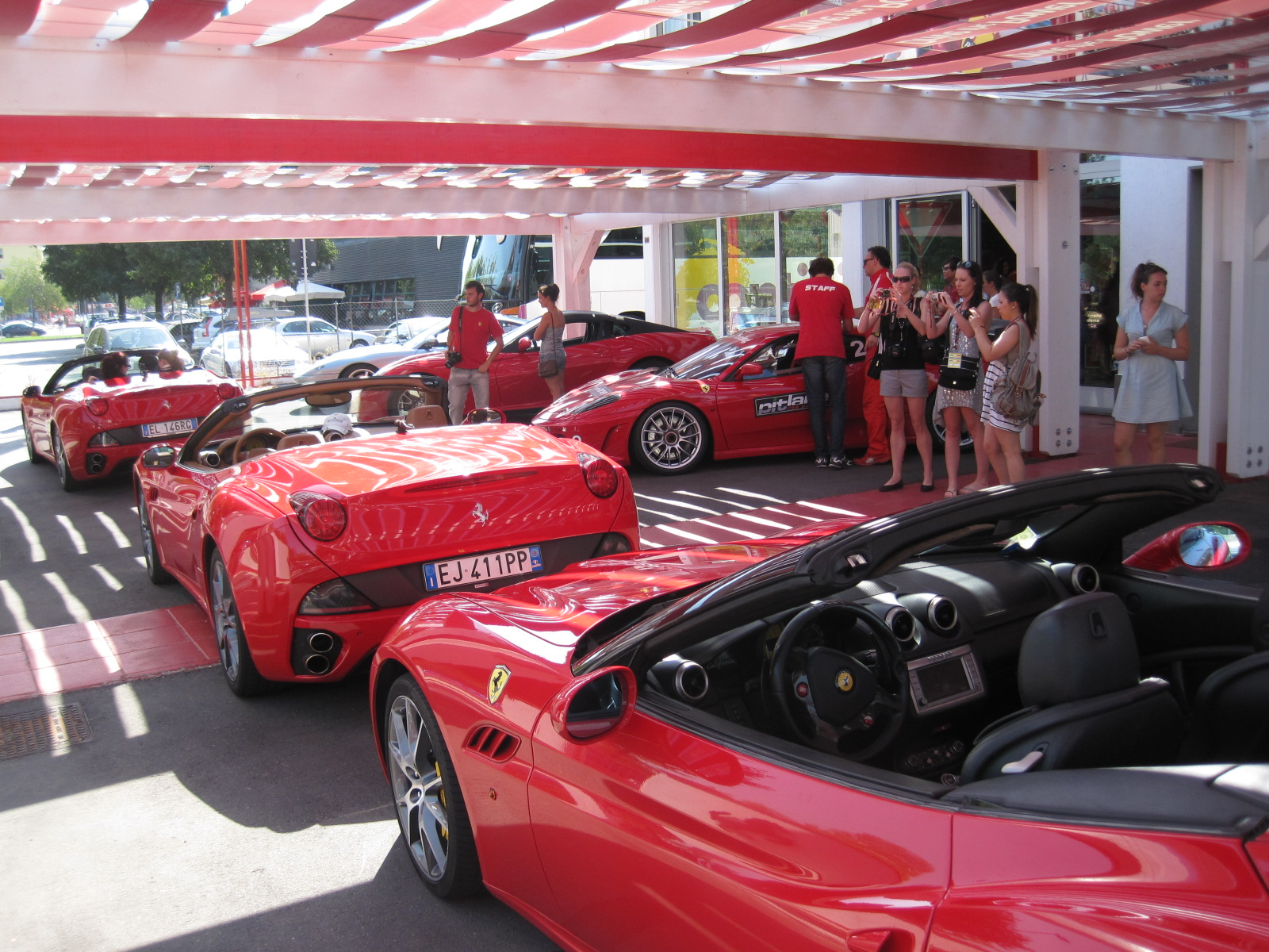 File Ferrari shop in Maranello 0027.JPG - Wikimedia Commons 6e996739a2