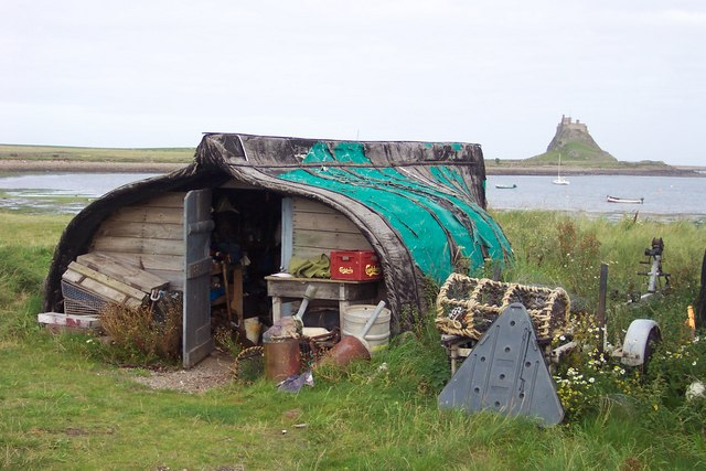 File:Fisherman's hut by the Ouse with view of Lindisfarne Castle. - geograph.org.uk - 286907.jpg