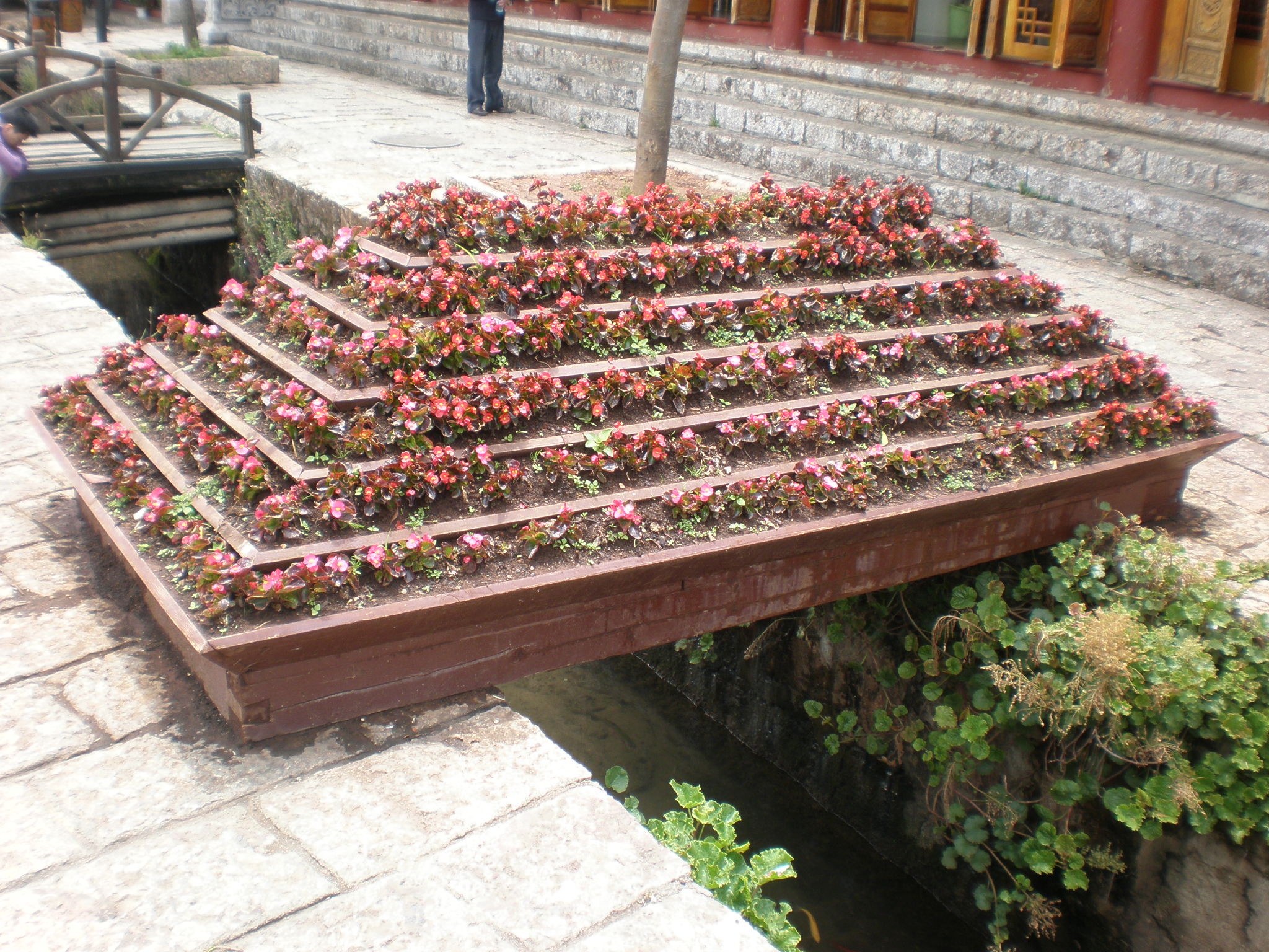 File Flower box on East Street Old Town of Lijiang JPG