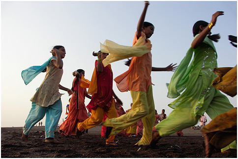 http://upload.wikimedia.org/wikipedia/commons/e/ec/Garba_-_graceful_flow_of_colours.jpg