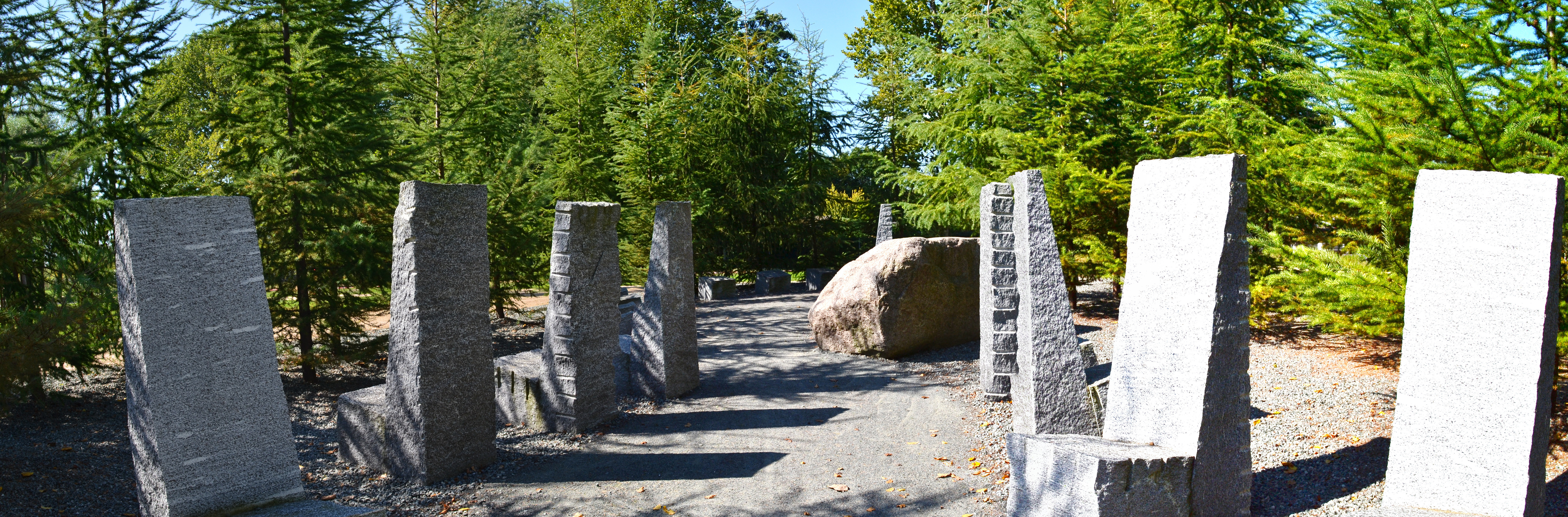 File:Gartenmöbel aus Granit - panoramio.jpg - Wikimedia Commons