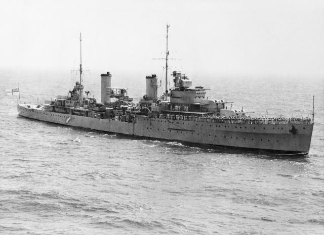 HMAS Sydney (AWM 301473).jpg