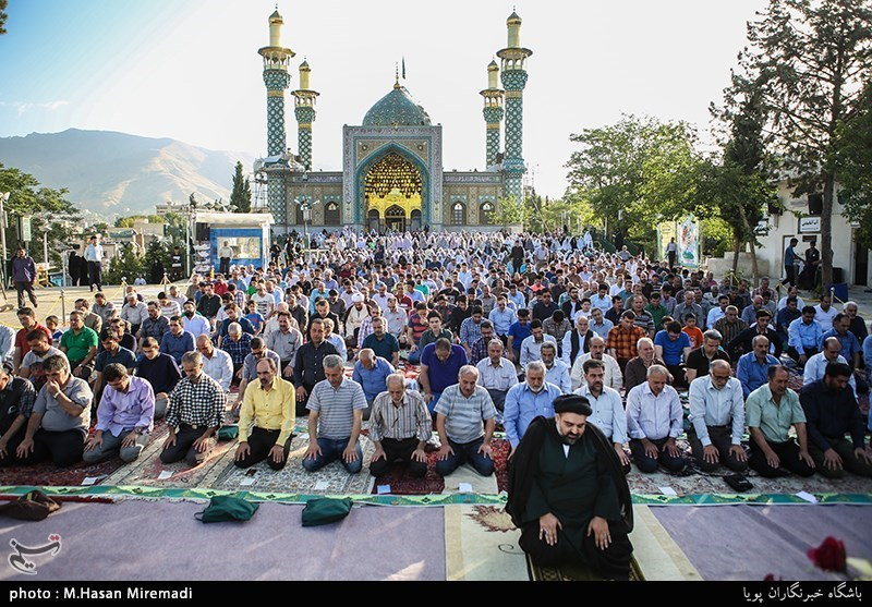 File:Iranians holding Eid al-Fitr prayer in Lavizan Imamzadeh shrine, Tehran, Iran.jpg