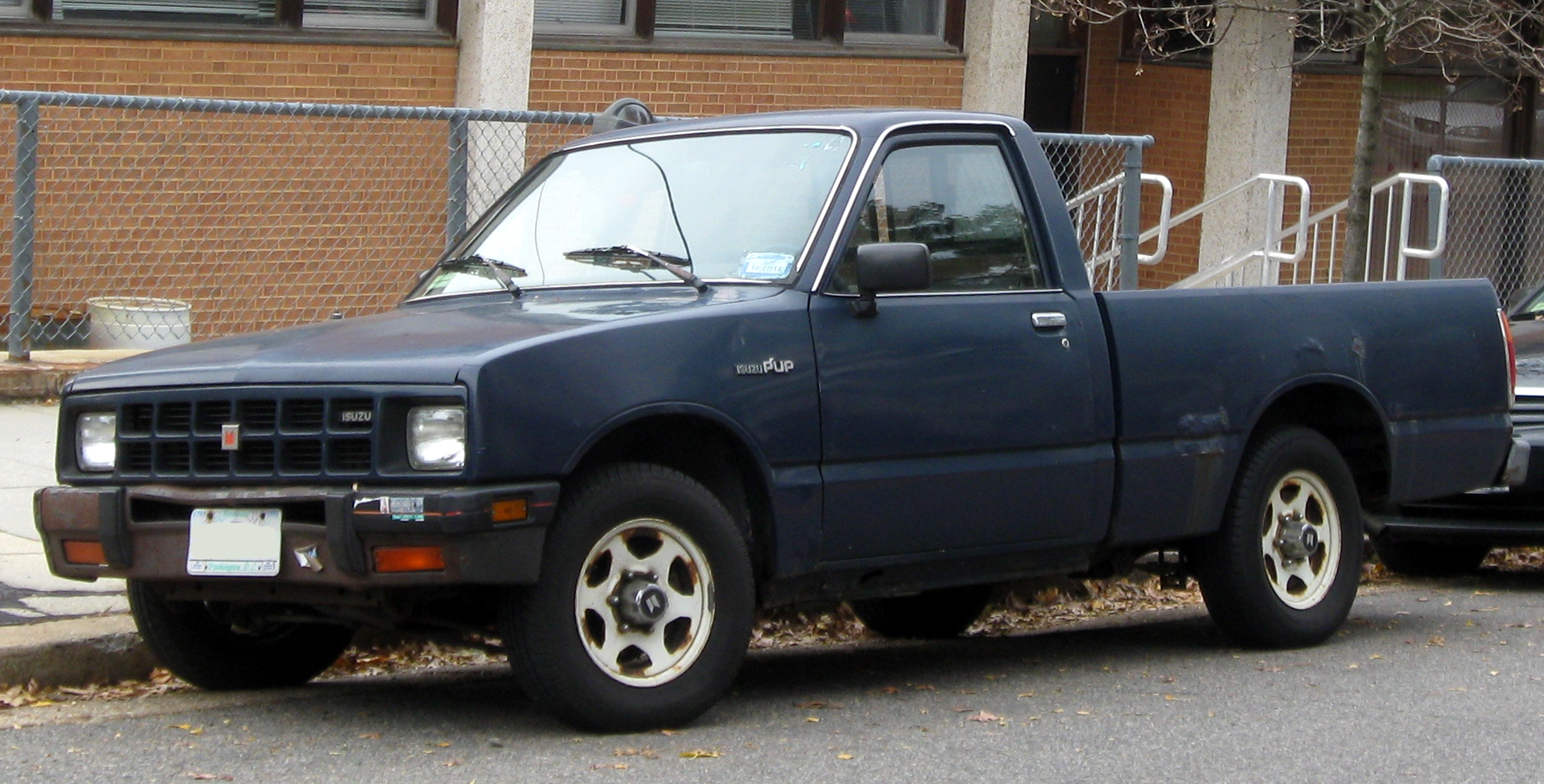 Isuzu P'up -- 11-20-2011.jpg