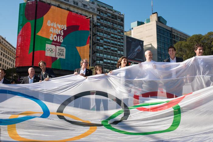 Izamiento bandera olimpica Pza. Republica