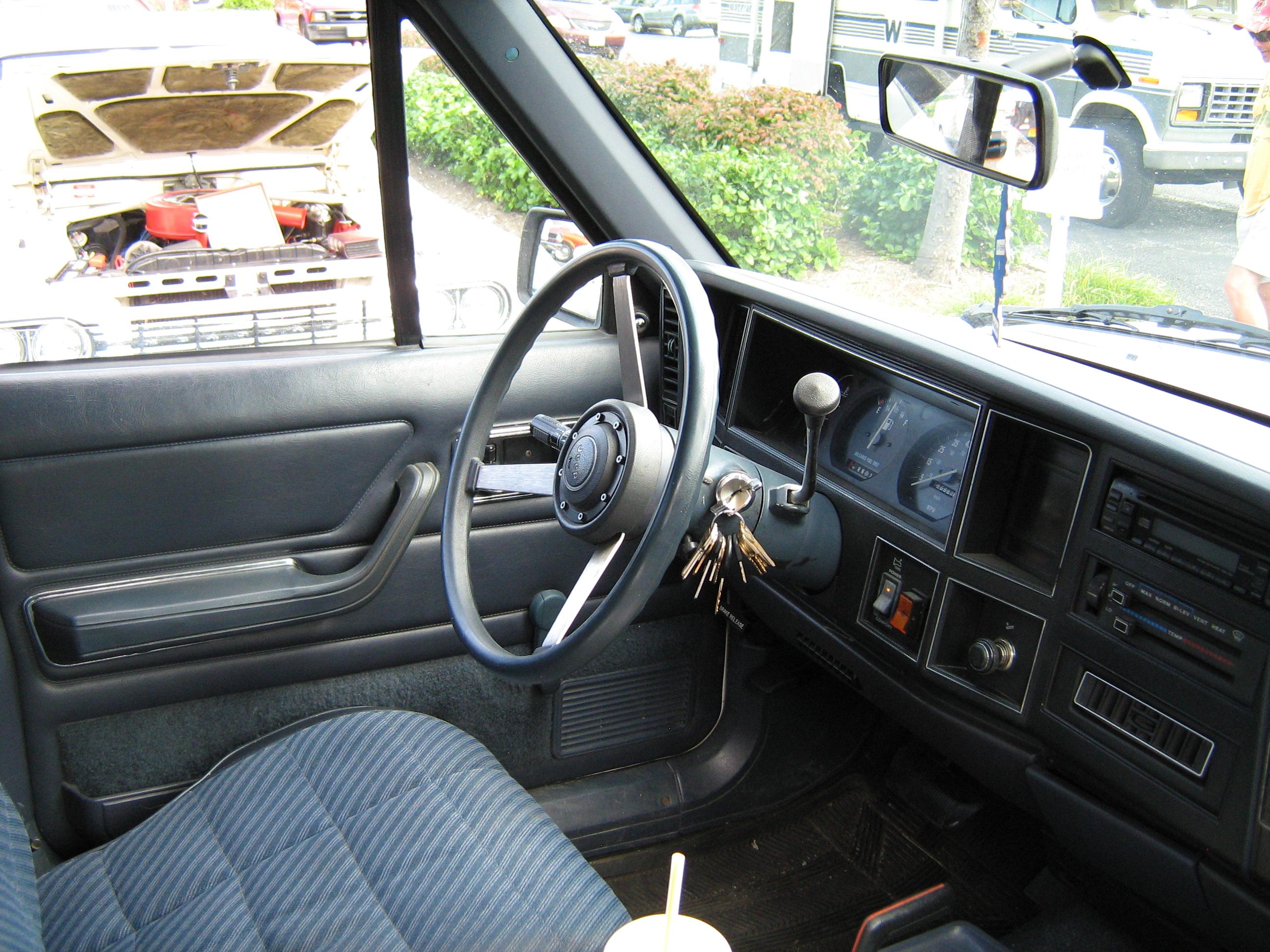 File:jeep Comanche Pioneer