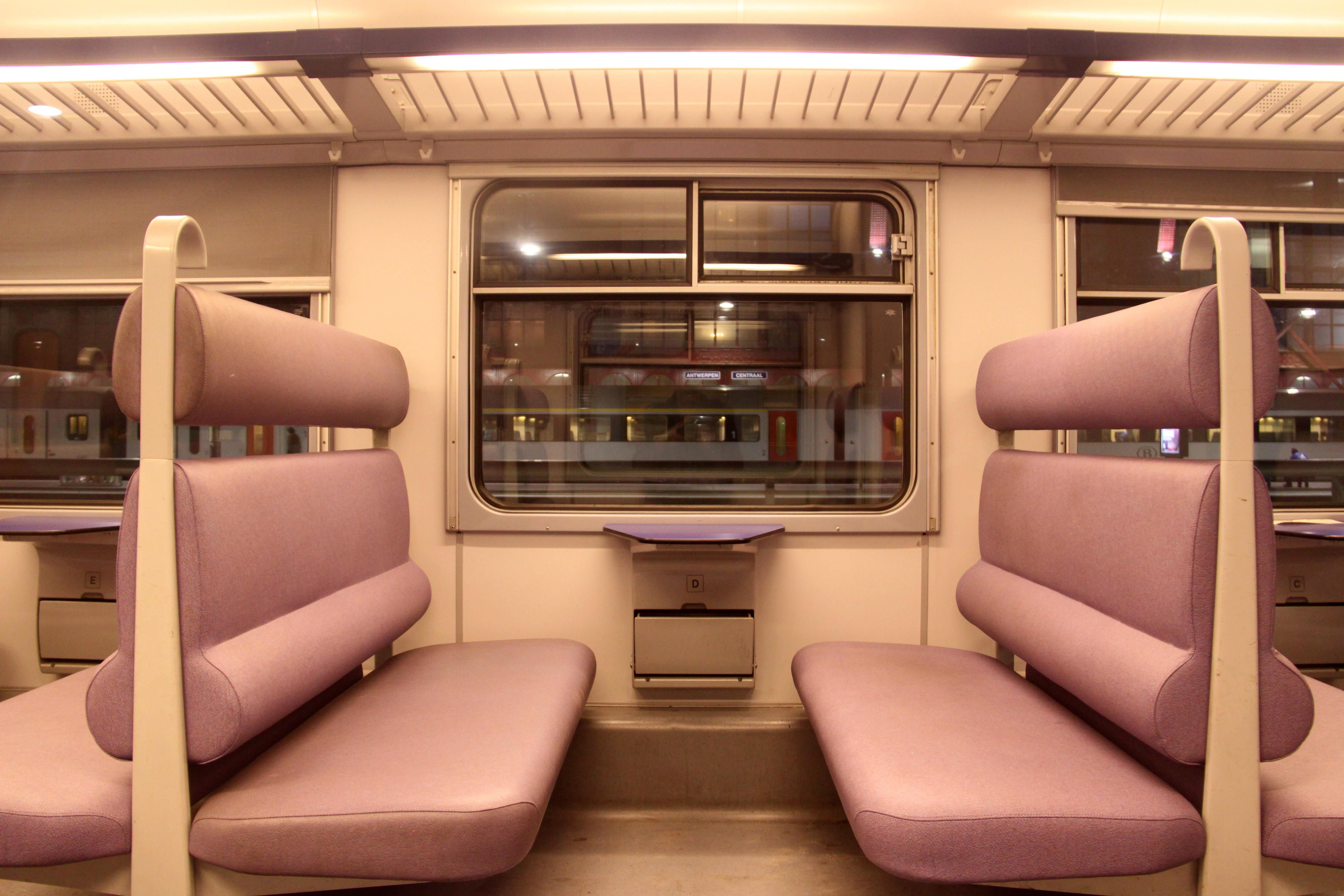 File klassiek motorstel gemoderniseerd interieur 2e klasse for Klassiek interieur