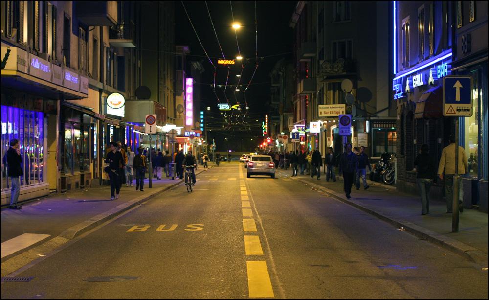Viajadora: Bairro Langstrasse à noite em Zurique