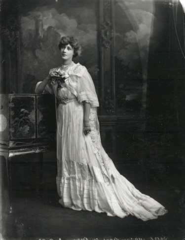 File:Liane de Pougy (1869-1950) by Lafayette Ltd nov 3 1902.jpg