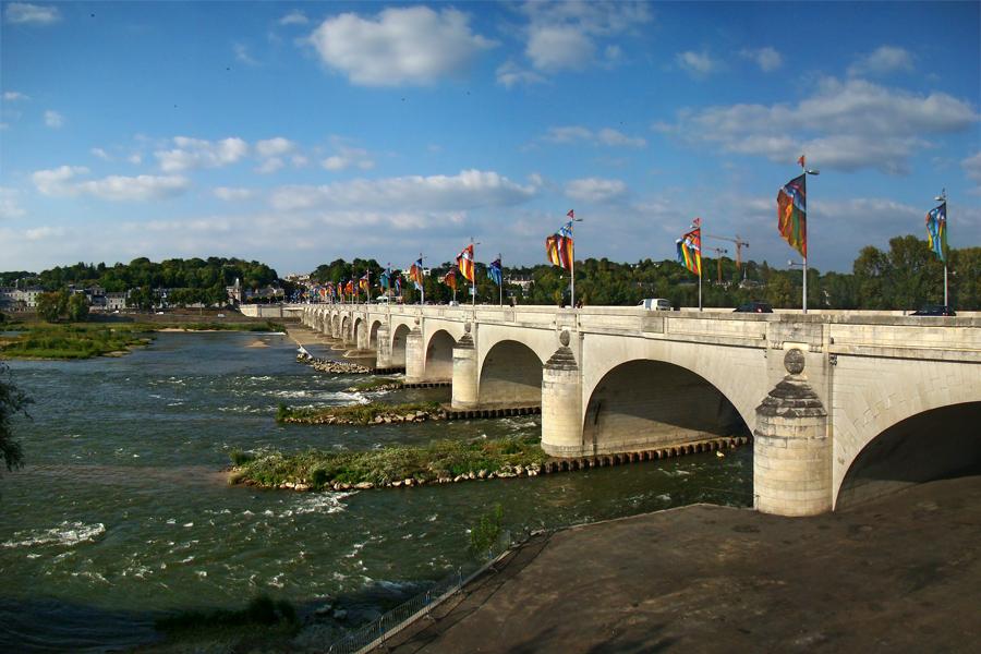 Мост Вильсона, Достопримечательности Тура (Tours), Франция - что посмотреть в Туре: кафедральный собор Сен-Гатьен